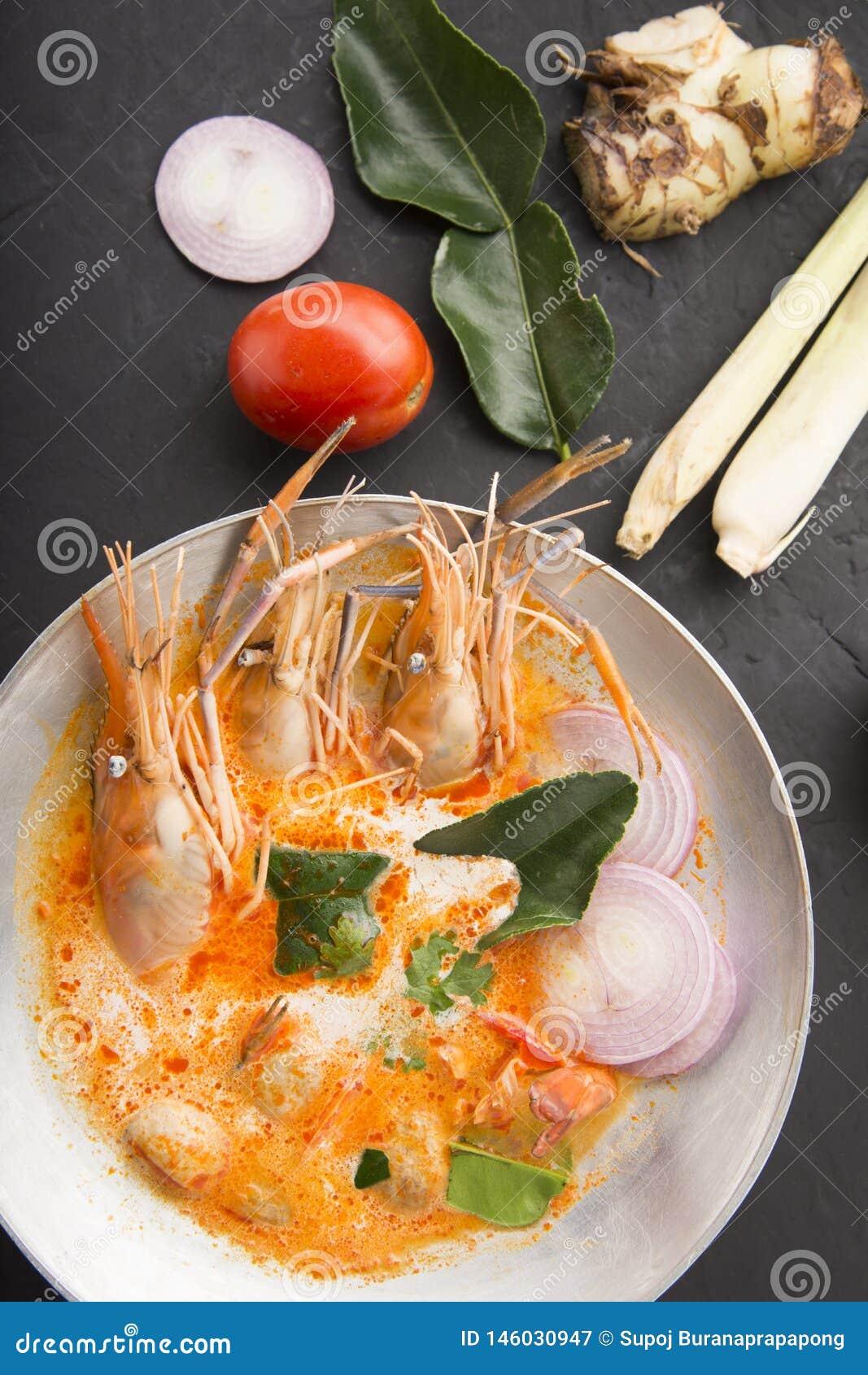 Tom-yum kung oder Tom-Jamswurzel kung ist eine Art heiße und saure famouse Nahrung im Lao und in der thailändischen Suppe, normal