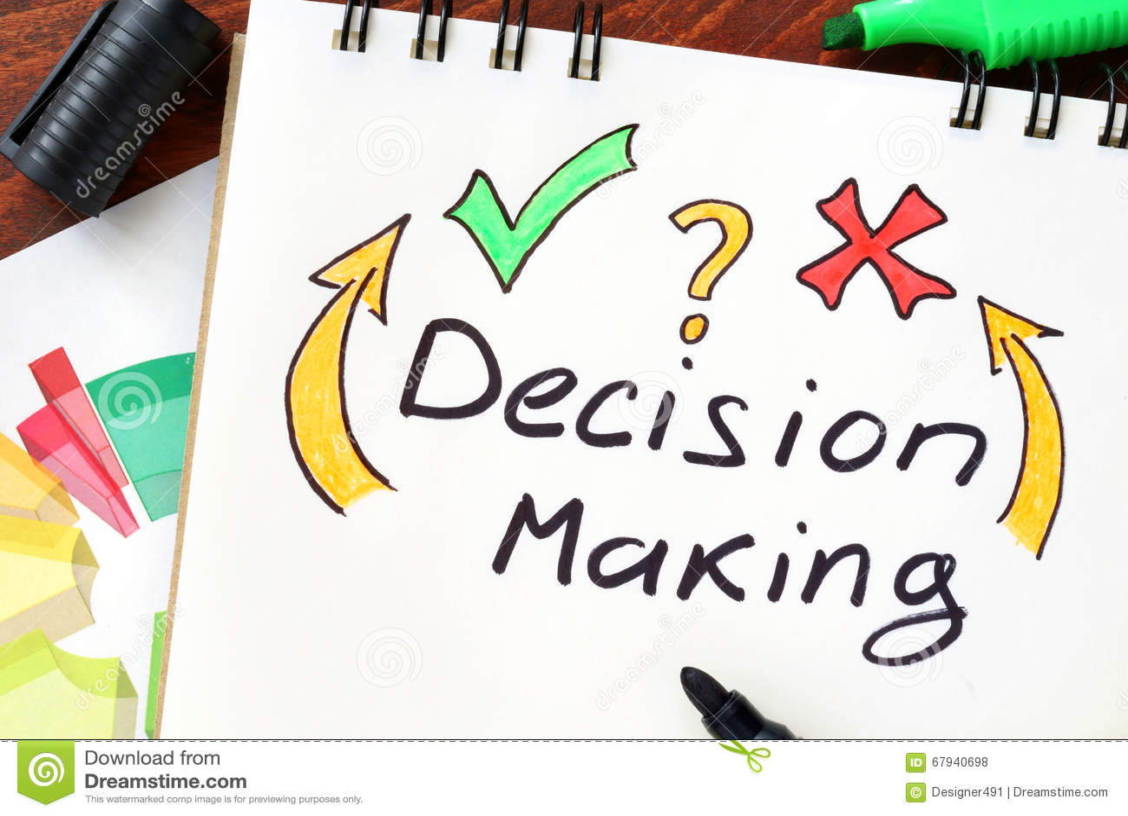 Toma de decisión escrita en un cuaderno