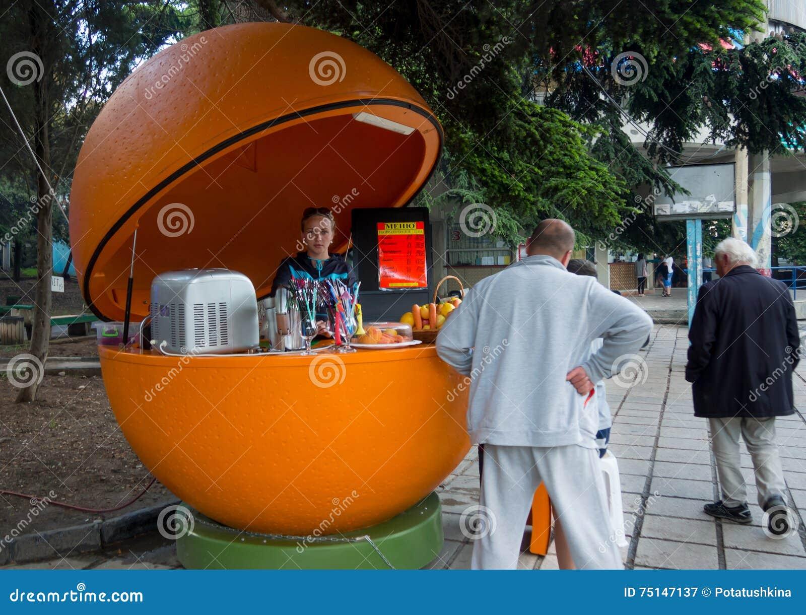 Tomada de vendas para a venda de sucos frescos na cidade de Alushta