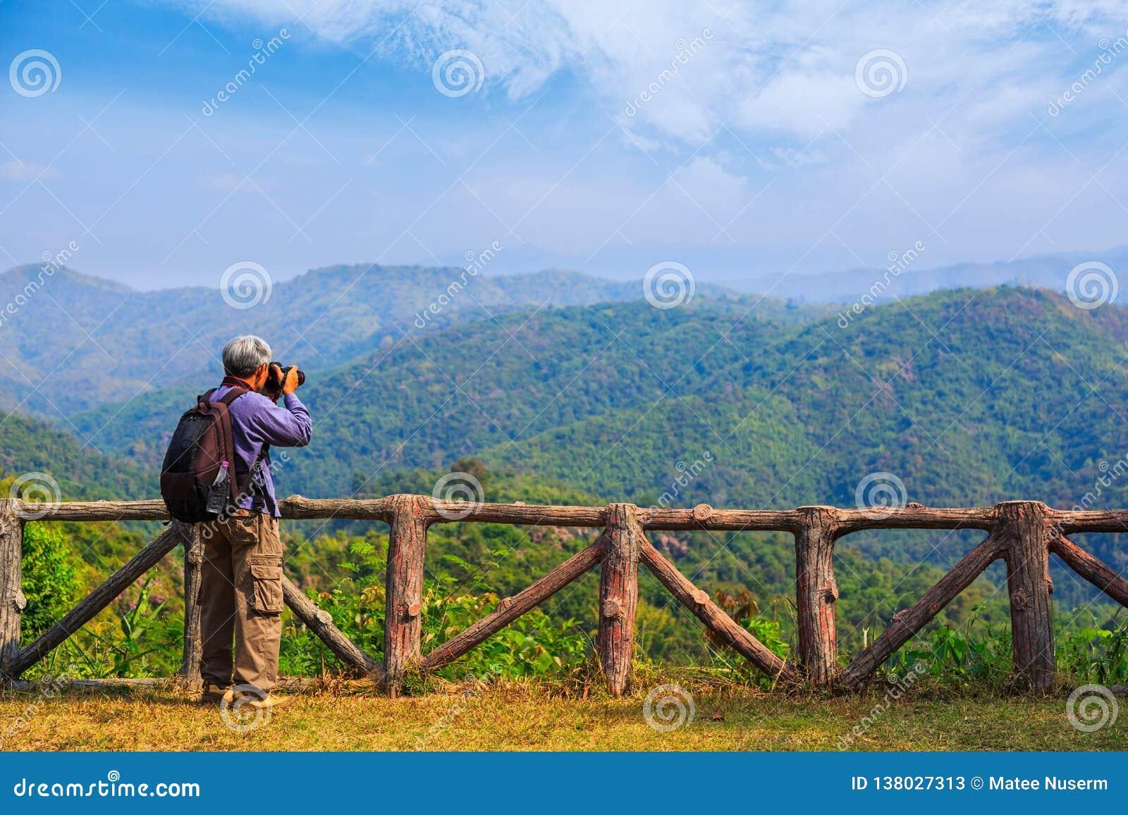 Tomando a foto do cenário da natureza