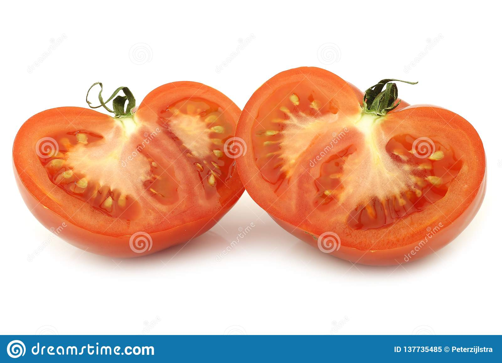 Tomate divisée en deux de boeuf