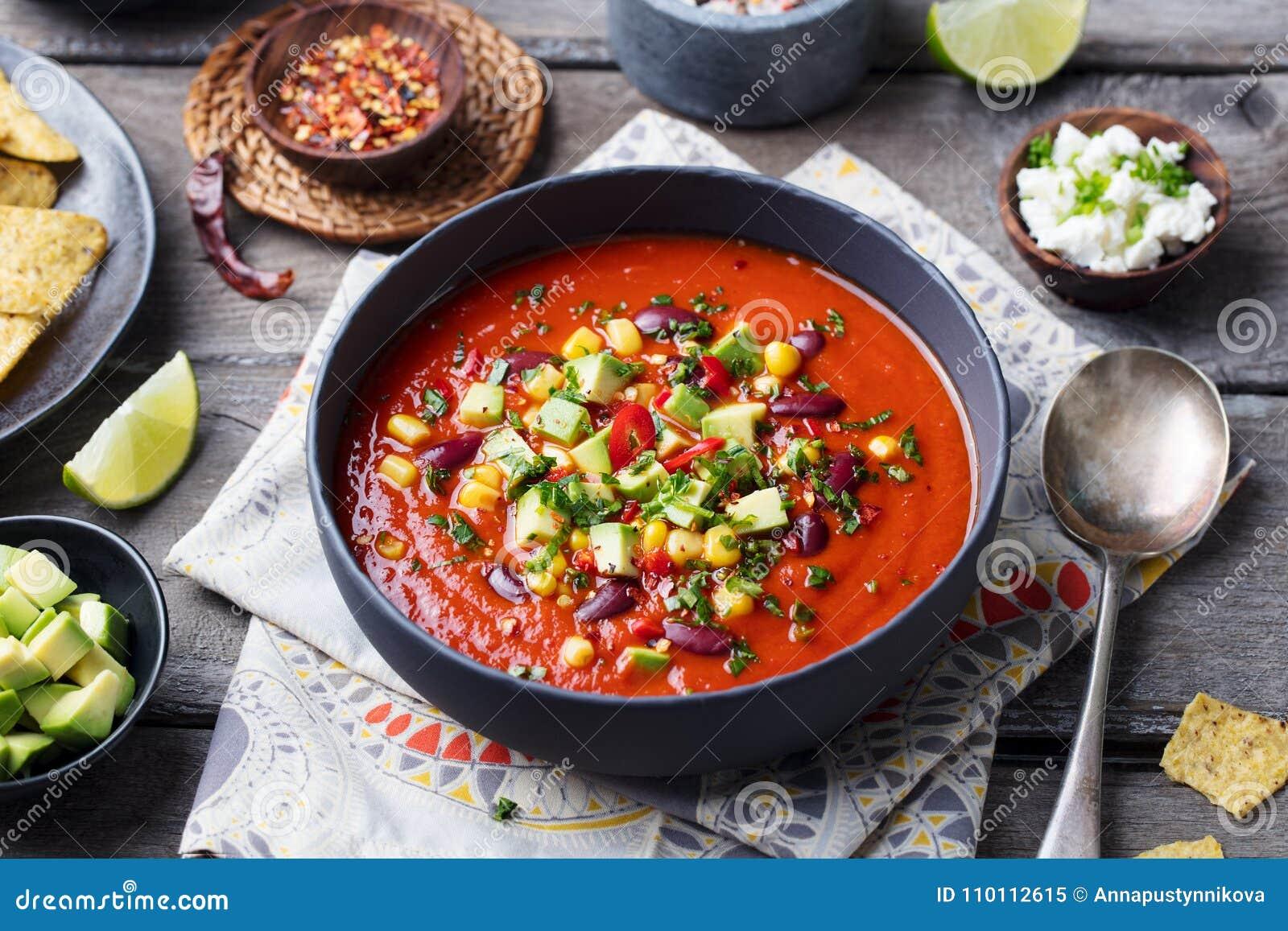 Tomate mexicano, feijão, sopa da pimenta de sino