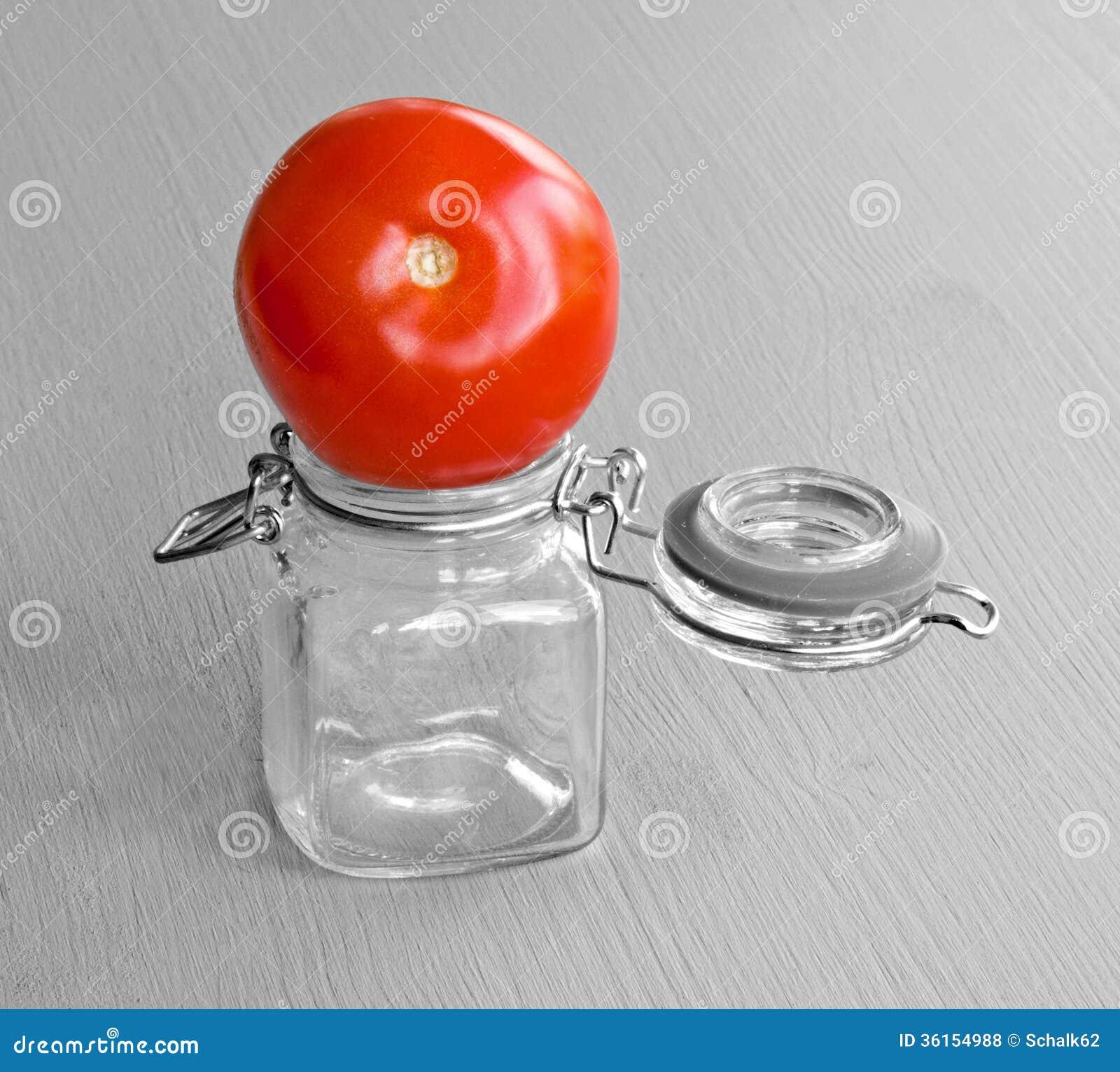 Tomate sur le pot