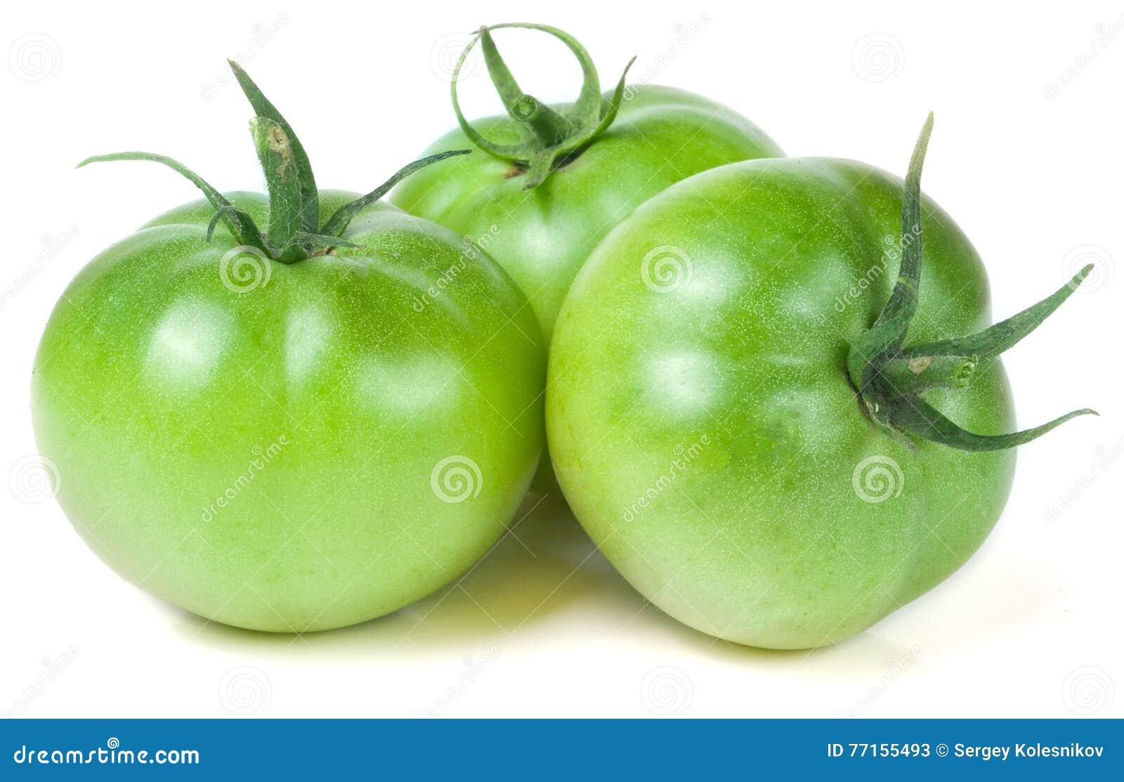 Tomate trois non mûre verte d isolement sur le fond blanc