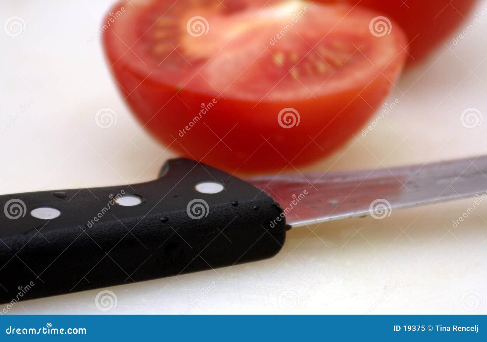 Tomate y cuchillo