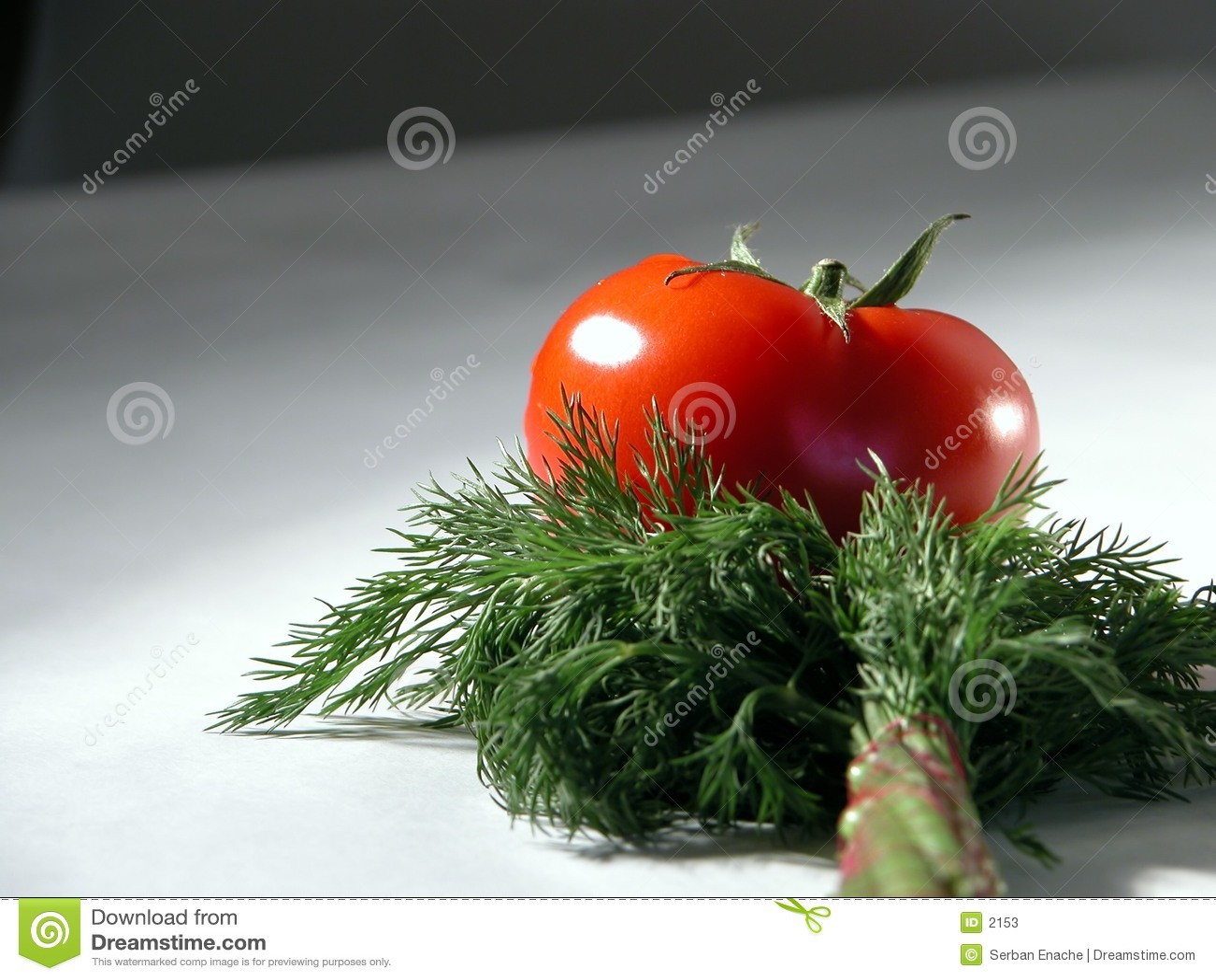 Tomate y eneldo frescos 2