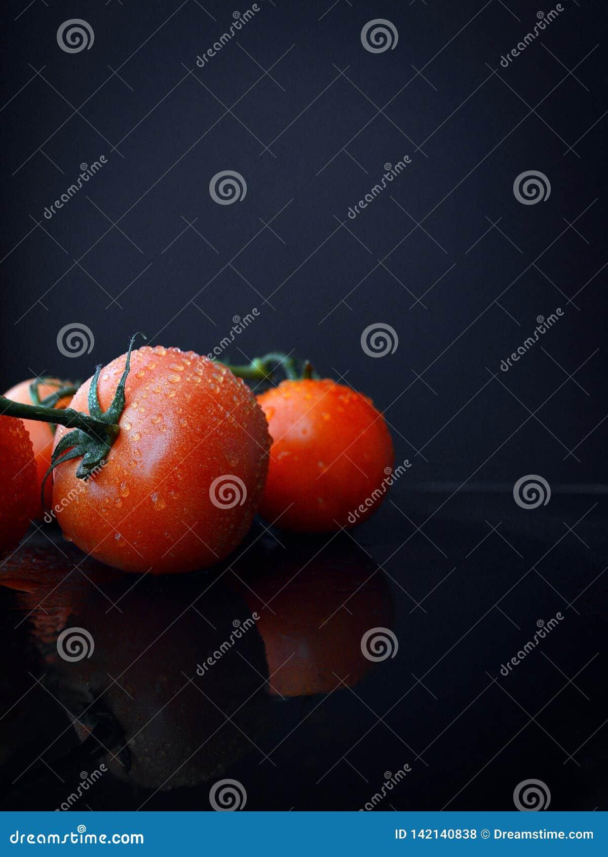 Tomaten-Fuzzy Still Life Fruit Reflects-Wasser-Tropfen des hochauflösender Hintergrund-roten Zusammenbringens