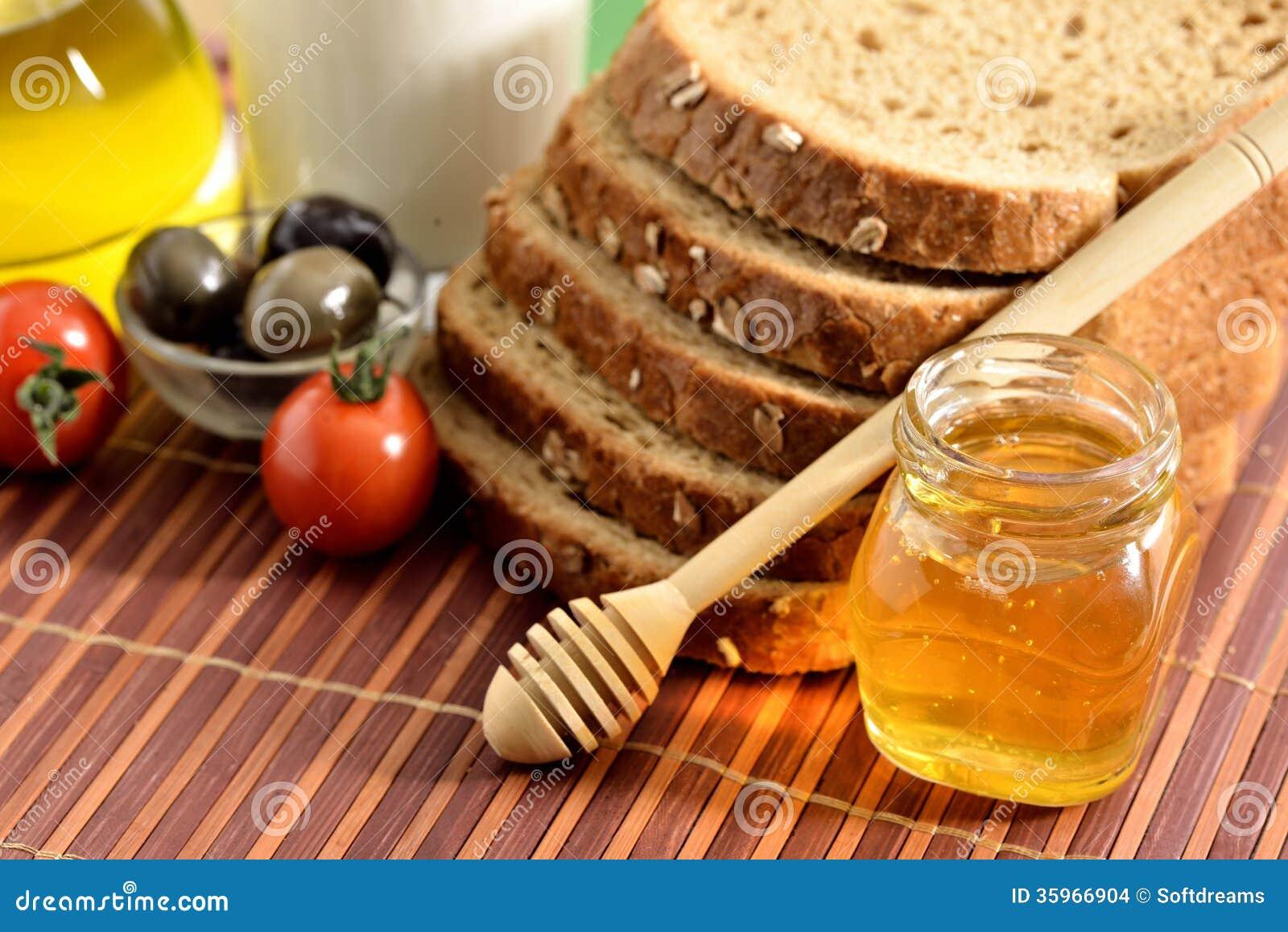 Tomates, ajo, leche, tomates y aceite