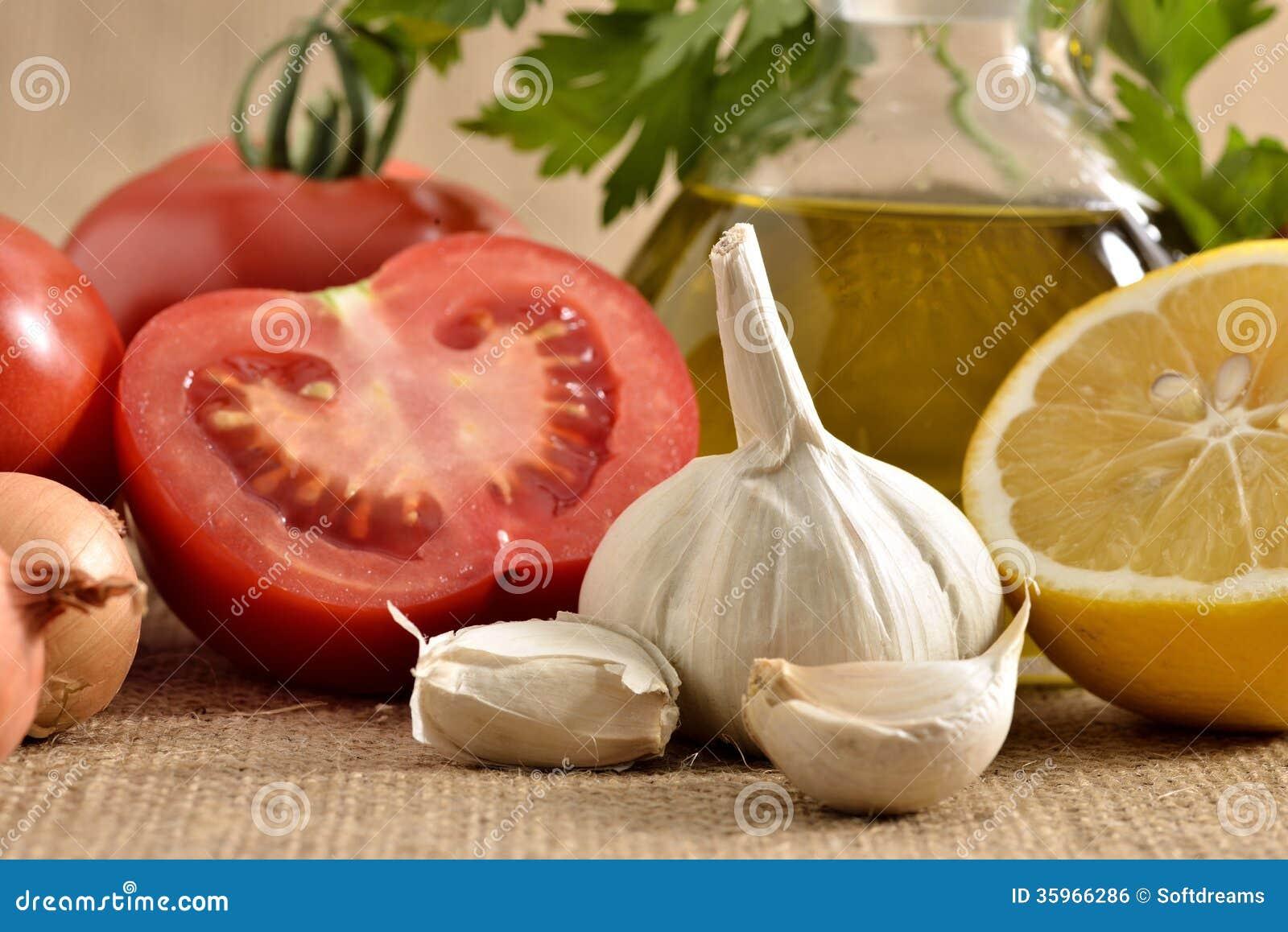 Tomates cebolla, ajo, pimienta, tomates