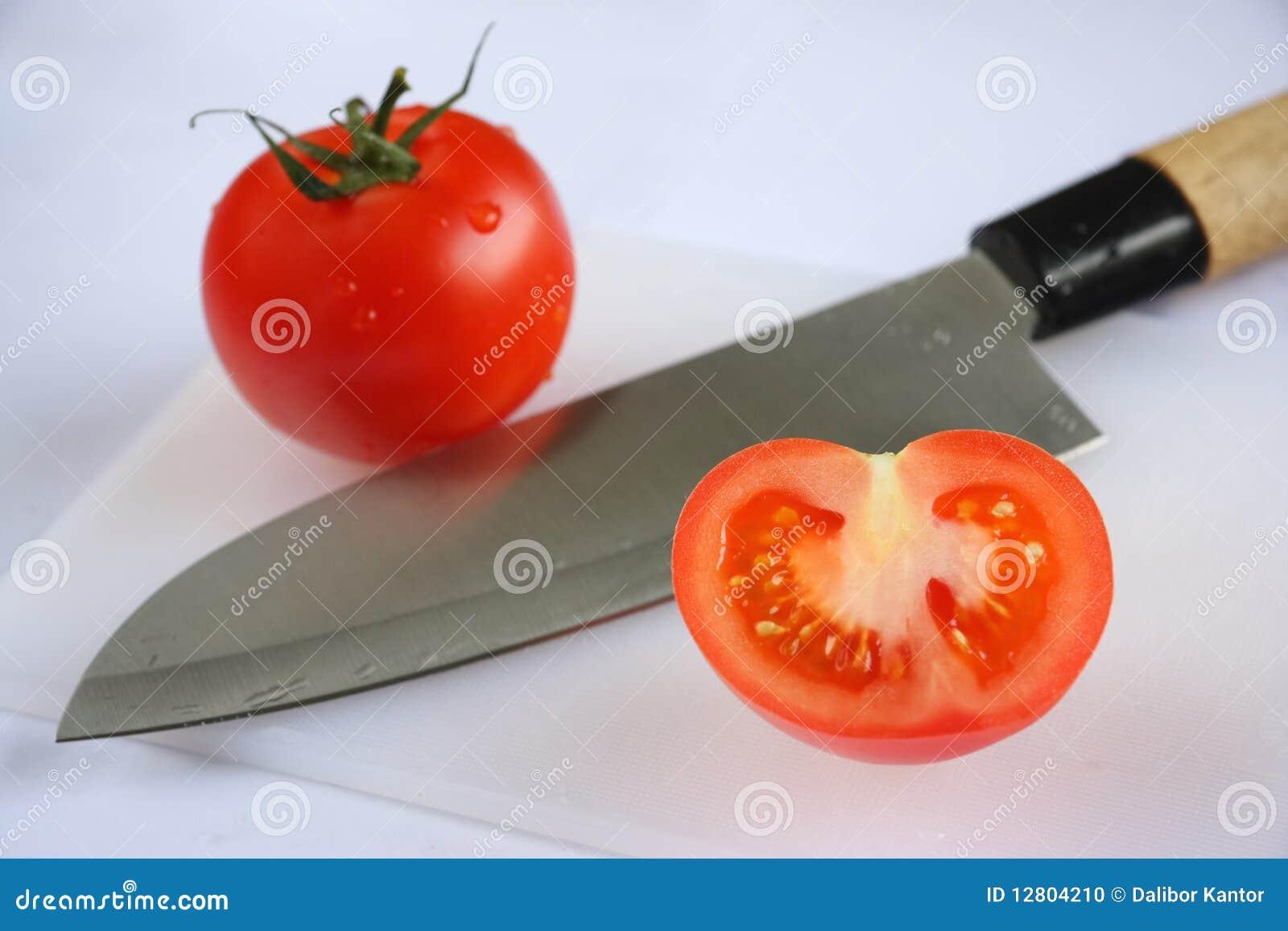 Tomates com faca
