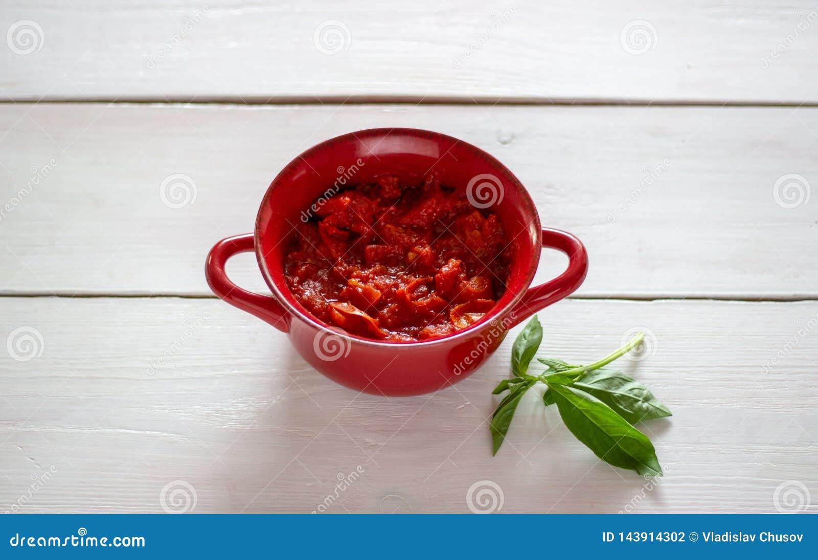 Tomates coupées sur un fond blanc Vue supérieure