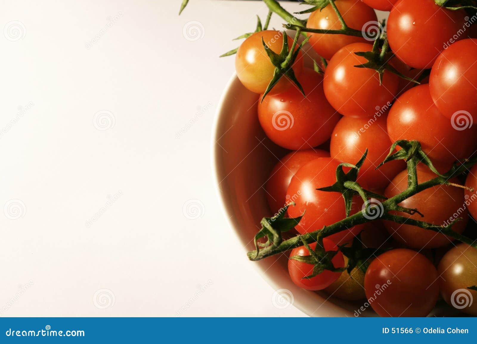 Tomates de cereza en la vid