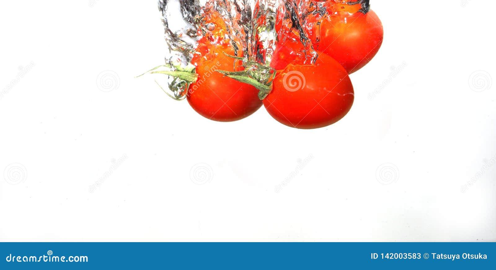 Tomates de raisin dans l eau