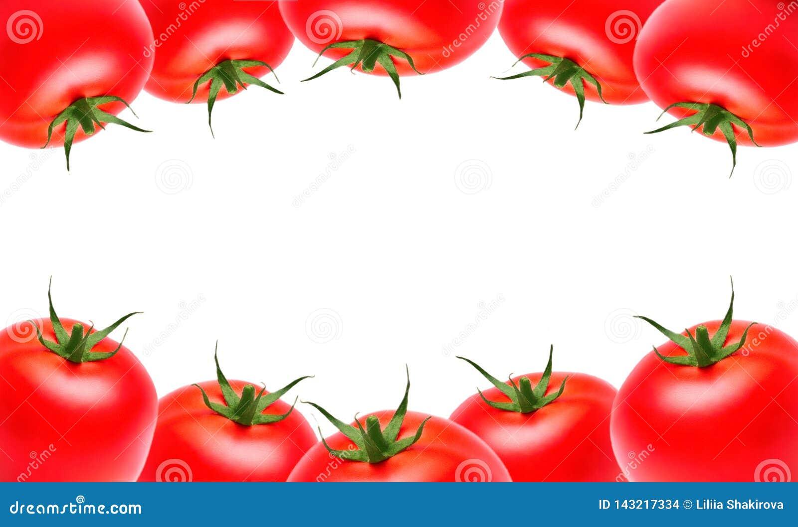Tomates maduros vermelhos na parte superior e na parte inferior em um fundo isolado branco, copyspace Vegetais, comer saudável, m