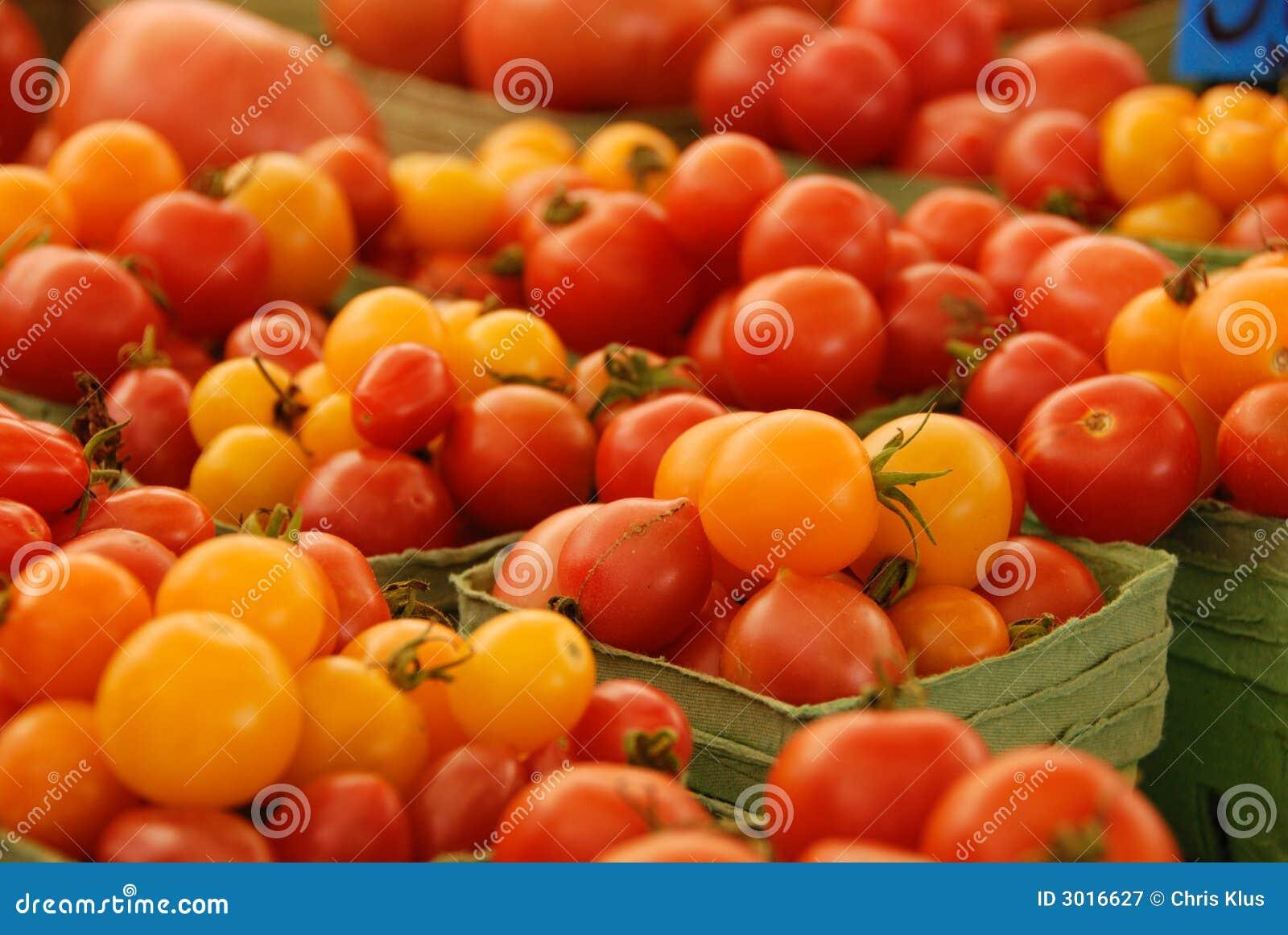 Tomates rouges et jaunes