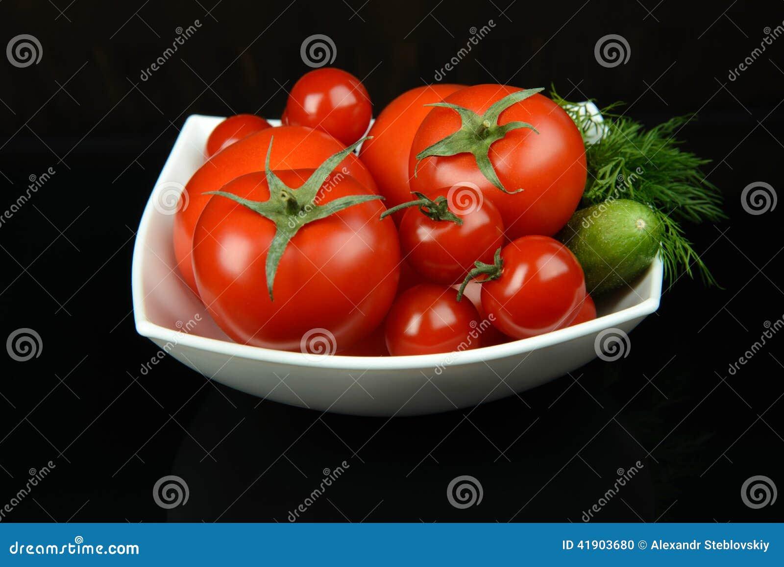 Tomates y verdor