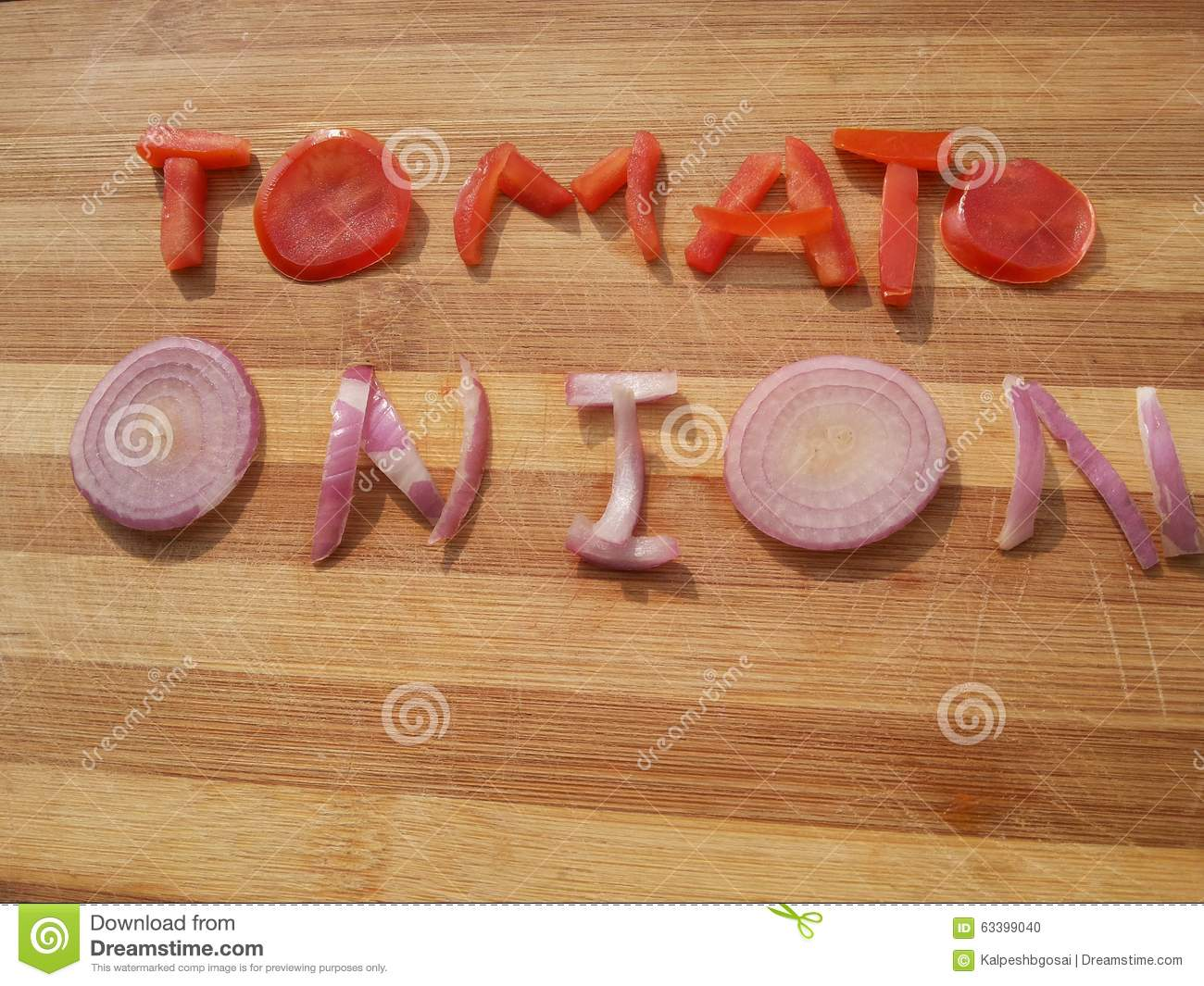 Word tomato written with green and red tomatoes on wooden