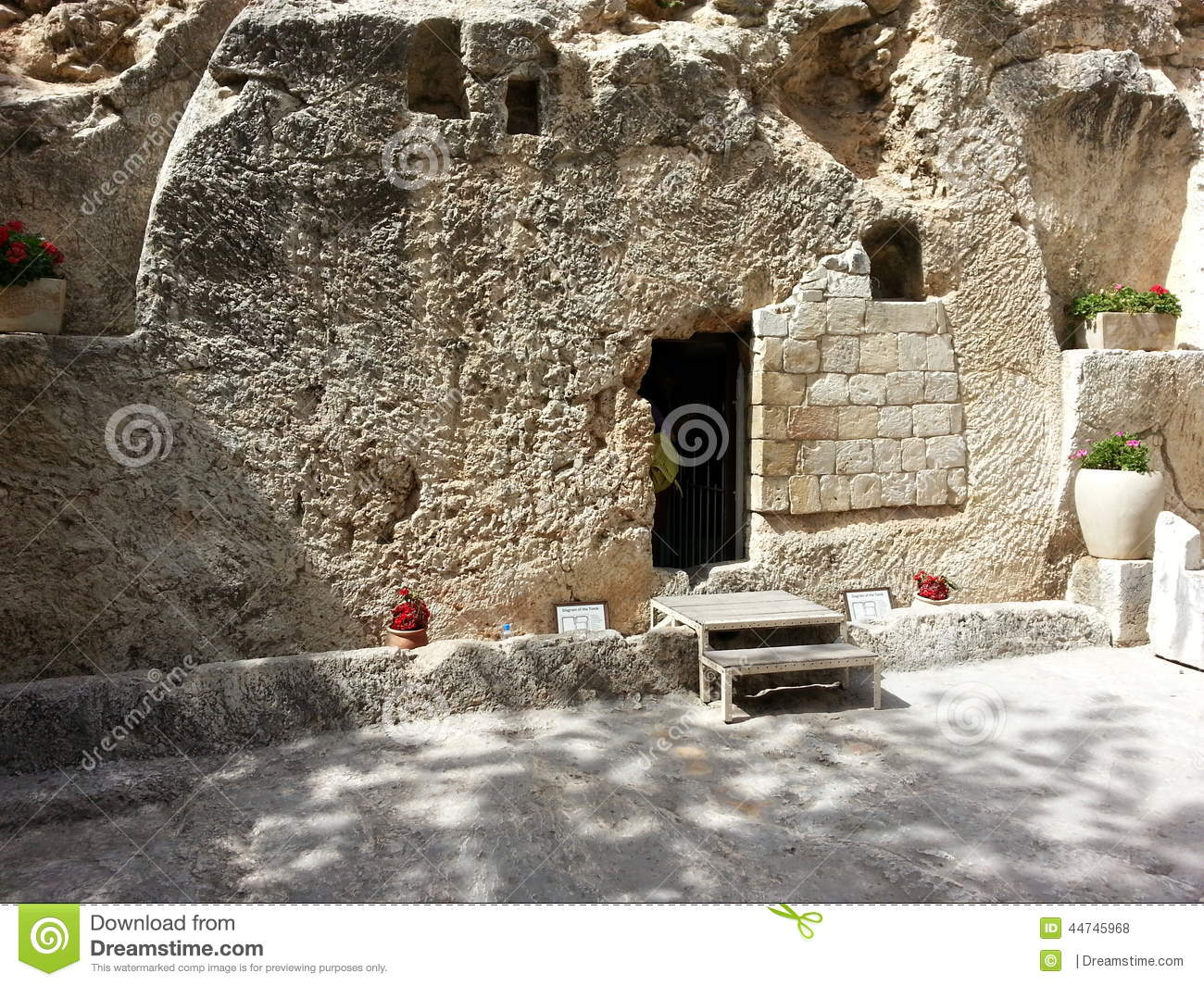 The tomb of jesus christ at calvary or golgotha at garden for Site de location