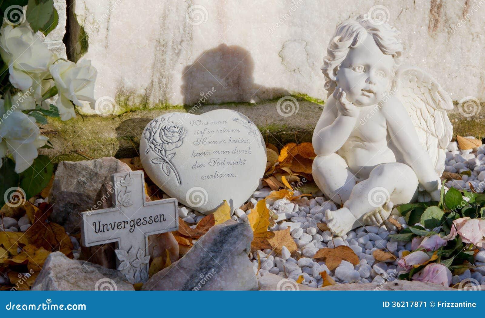 Favoloso Tomba Con L'incrocio, Cuore Ed Angeli E Testo Tedesco Immagine  DW86