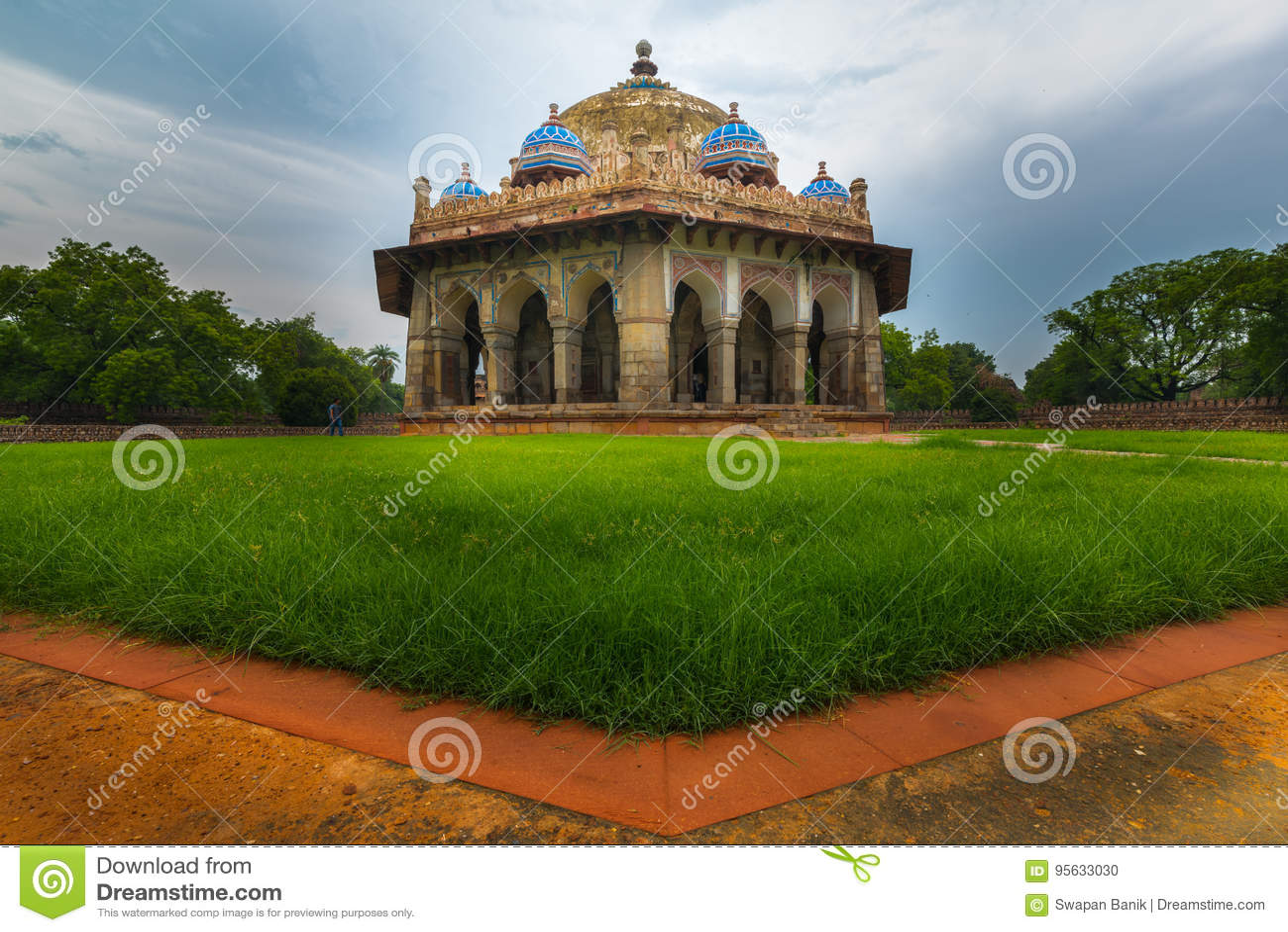 Tomba del giardino del ` s di Isa Khan