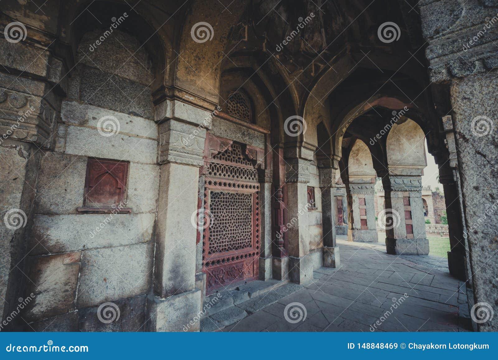 Tomba di Isa Khan a Delhi, India