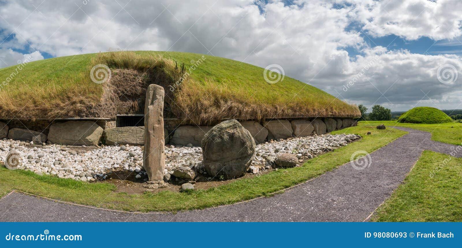 Tomba occidentale del passaggio del monticello neolitico di Knowth, Irlanda