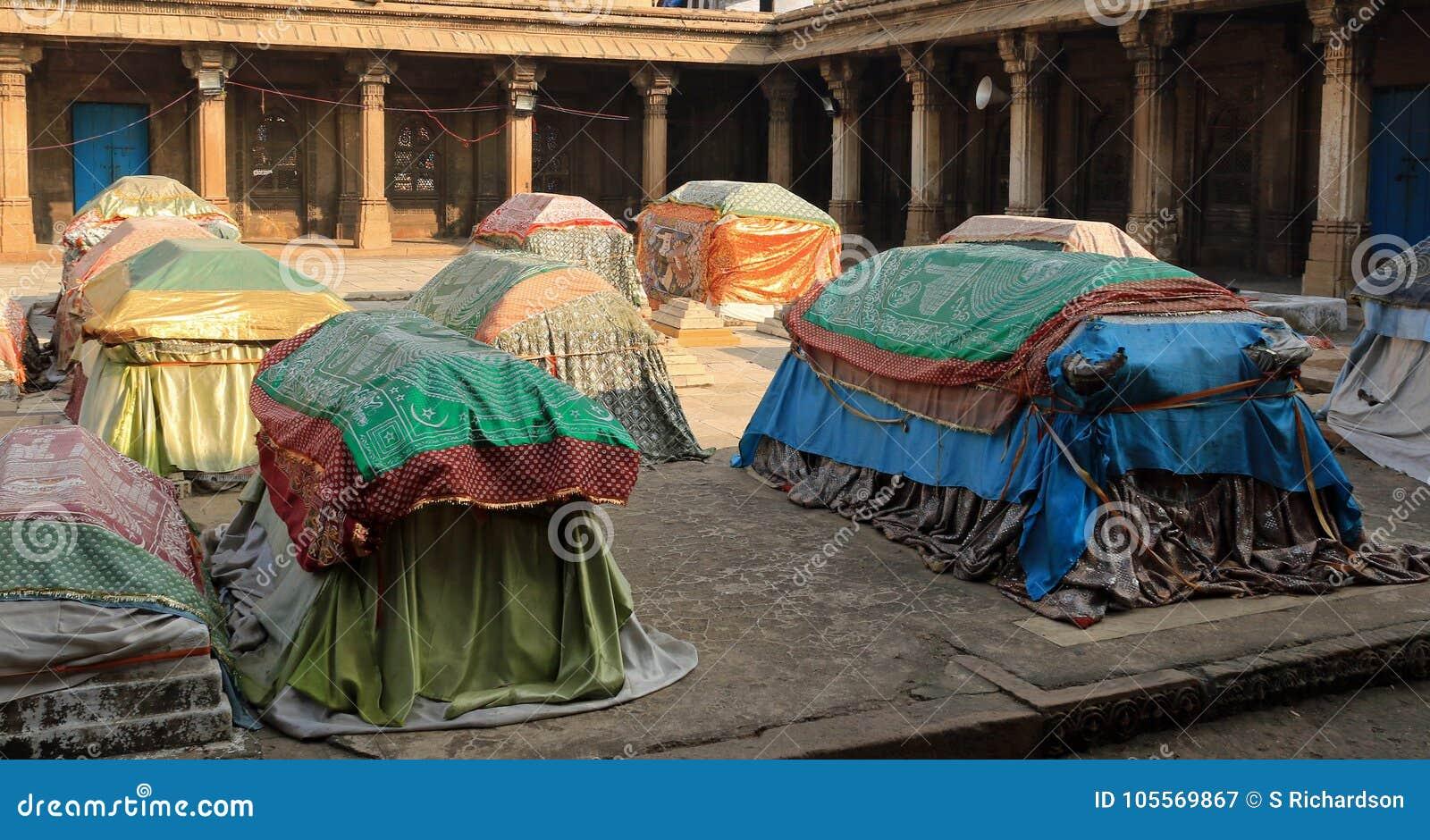 Tombe delle regine di Ahmed Shah 2