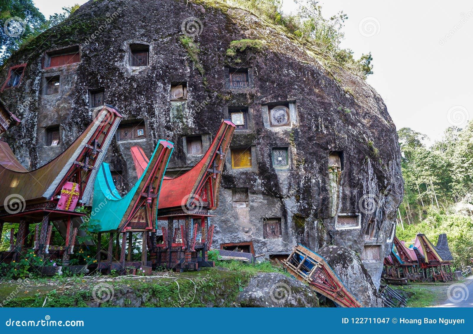 Tombe di Torajan in Sulawesi, Indonesia