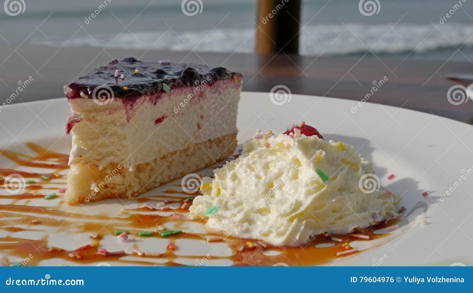 Tome o café da manhã em um café na praia, romântica Bolo de queijo da casa de campo