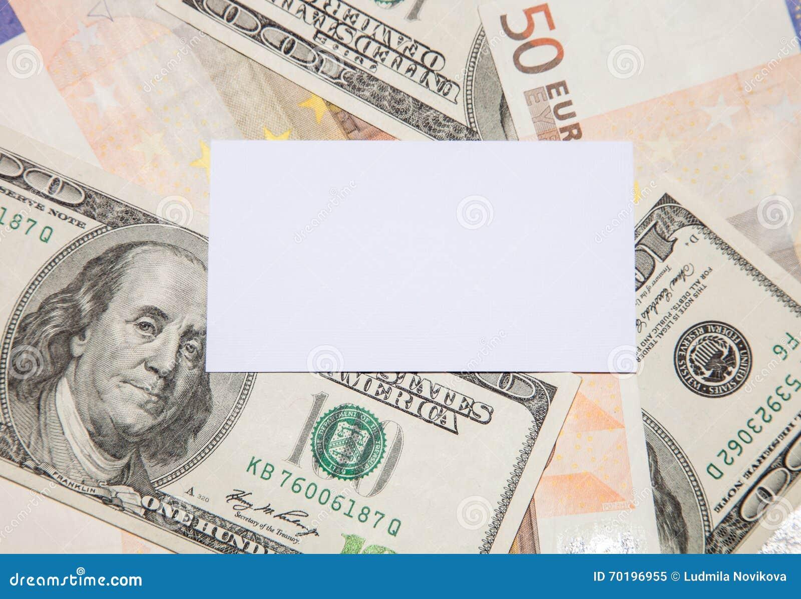 Tomma affärskort på pengar