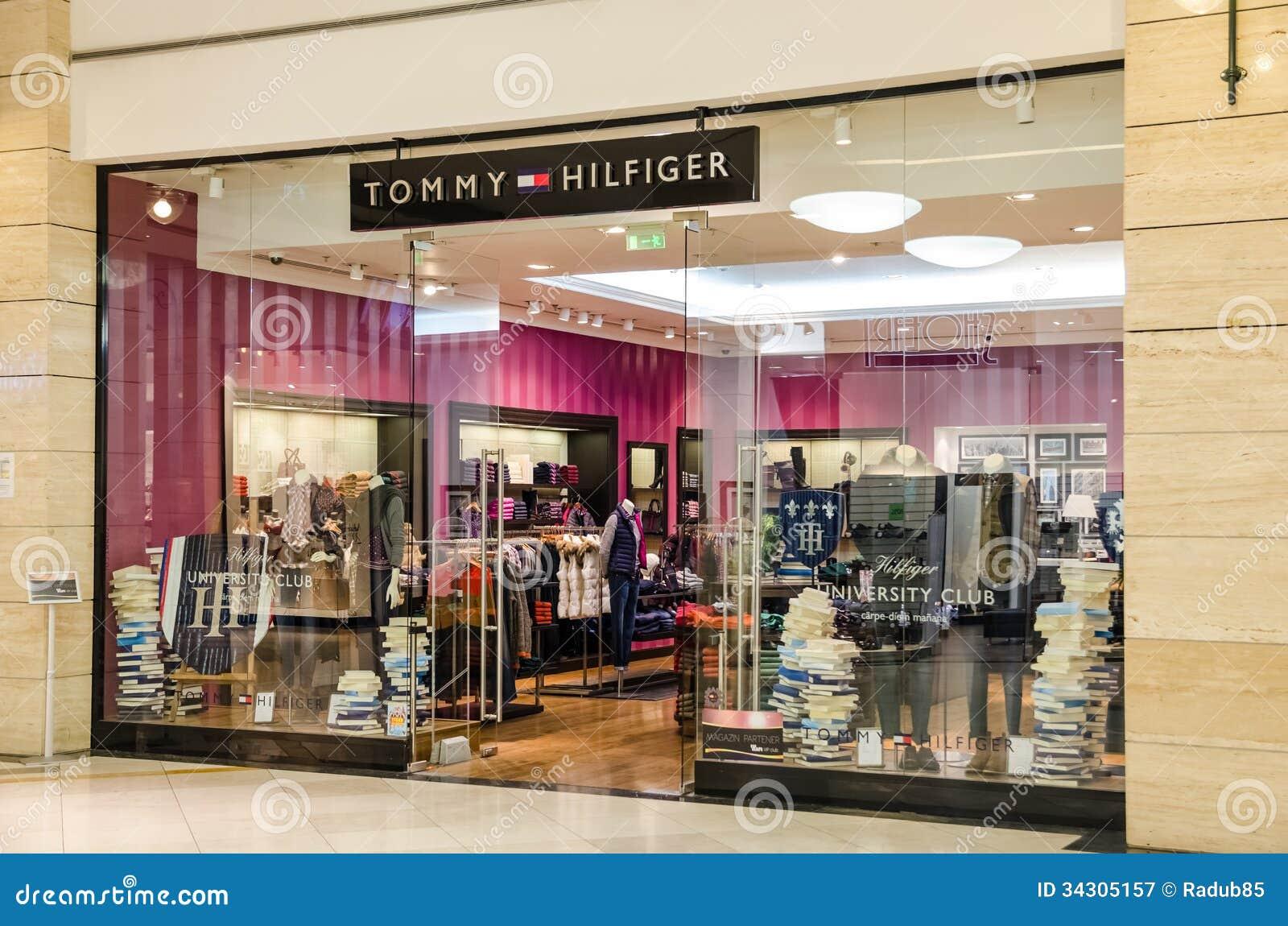 768a28a466db0 BUCHAREST RUMUNIA, PAŹDZIERNIK, - 09: Tommy Hilfiger sklep na Październiku  09, 2013 w Bucharest, Rumunia. Tommy Hilfiger Korporacja jest Amerykańskim  ...
