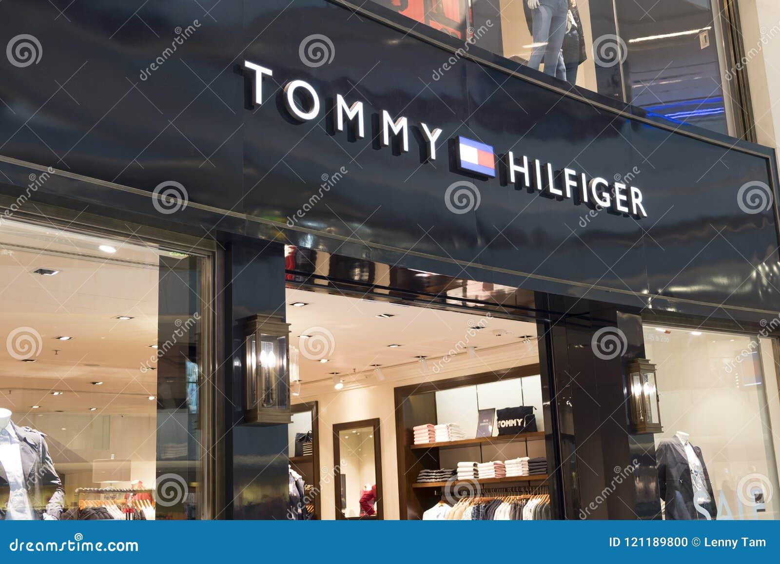 Tommy Hilfiger-Speicher in Hong Kong MÄRZ 2014: Tommy Hilfiger Childrens Speicher in der Mall Metropole