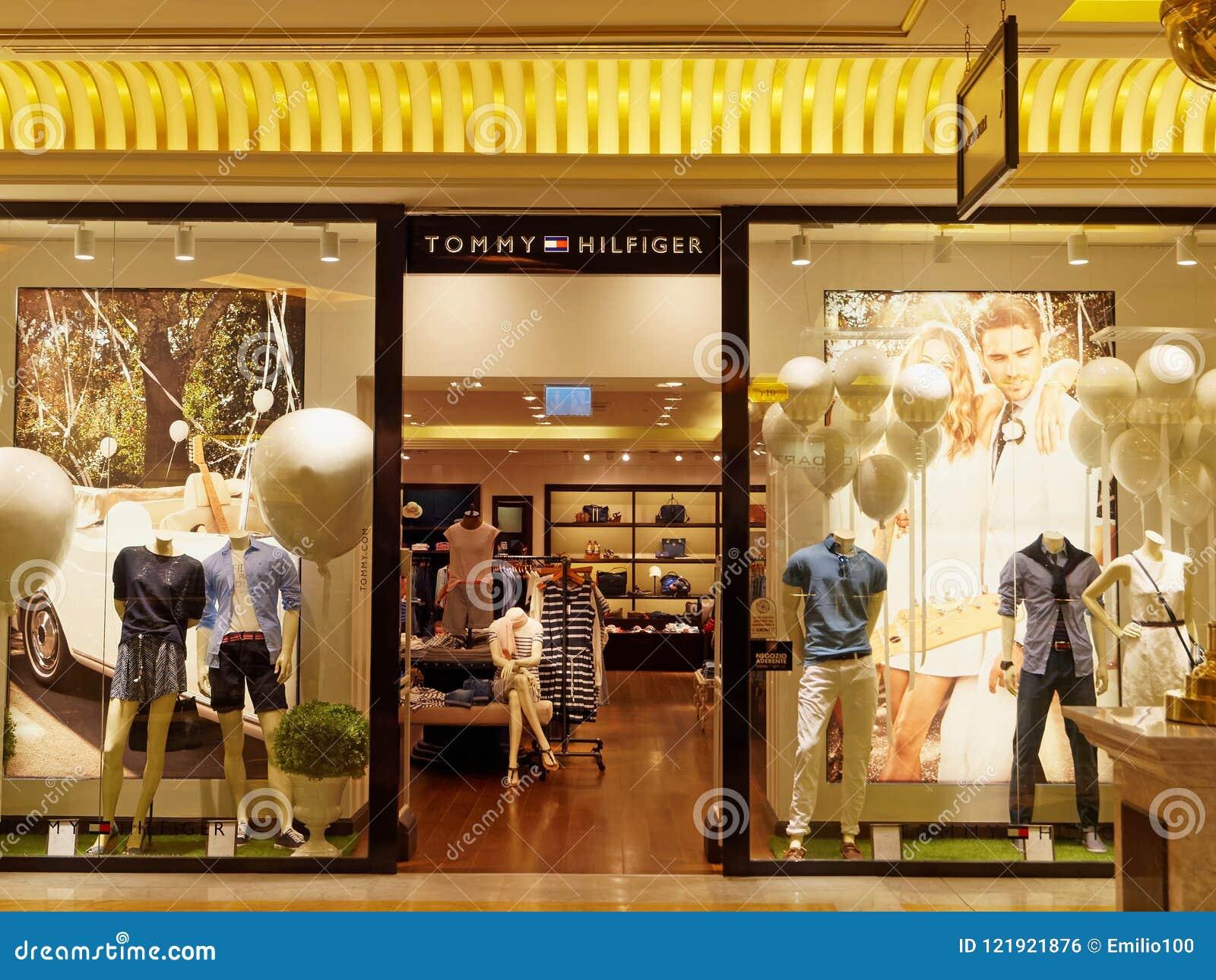 Tommy Hilfiger Store A Roma, Italia Fotografia Editoriale