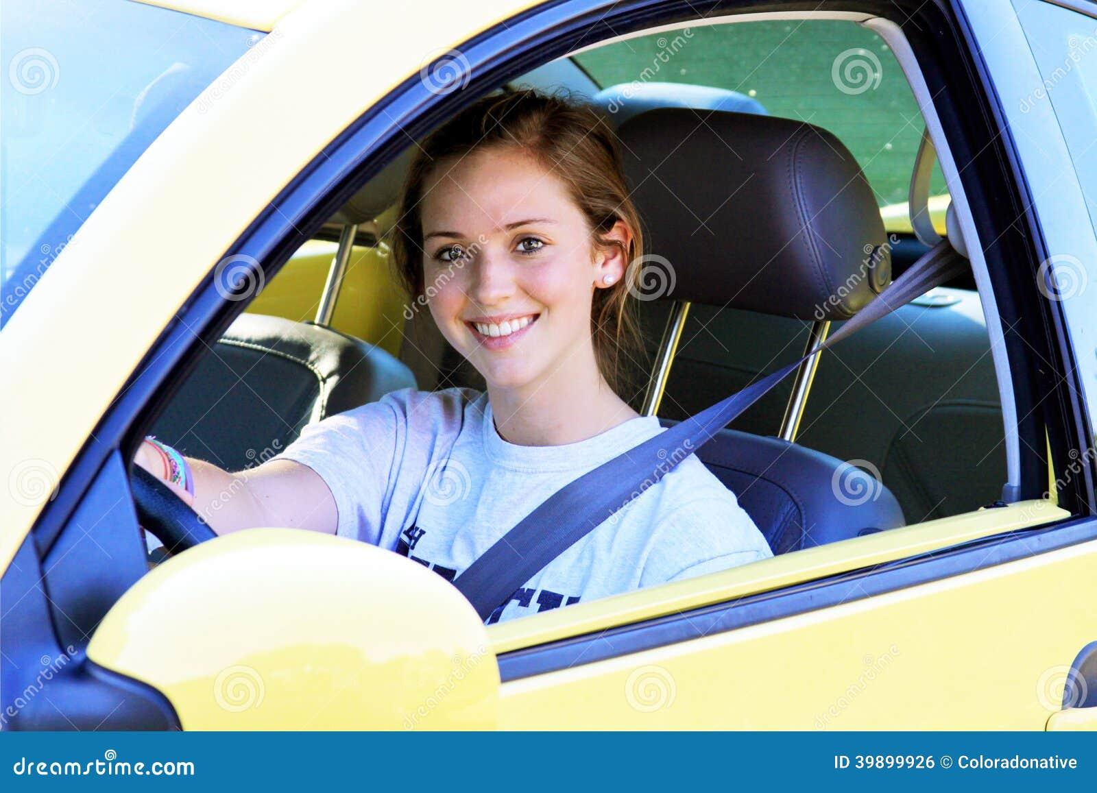 Tonårig chaufför i bil