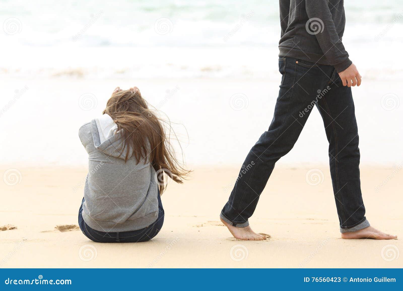 Tonåringpar som bryter upp att avsluta förhållande