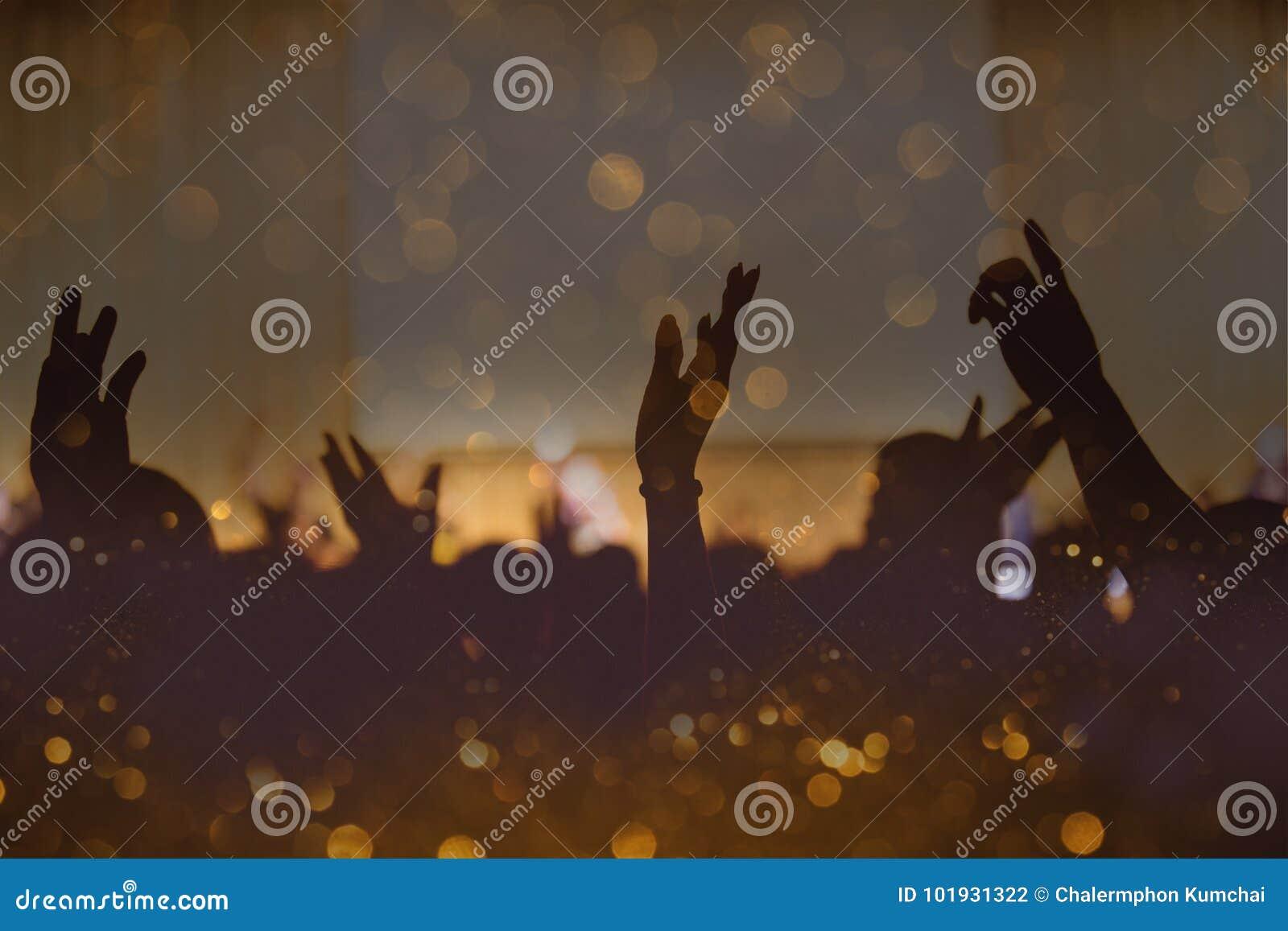 Ton de vintage de concert chrétien de musique avec la main augmentée