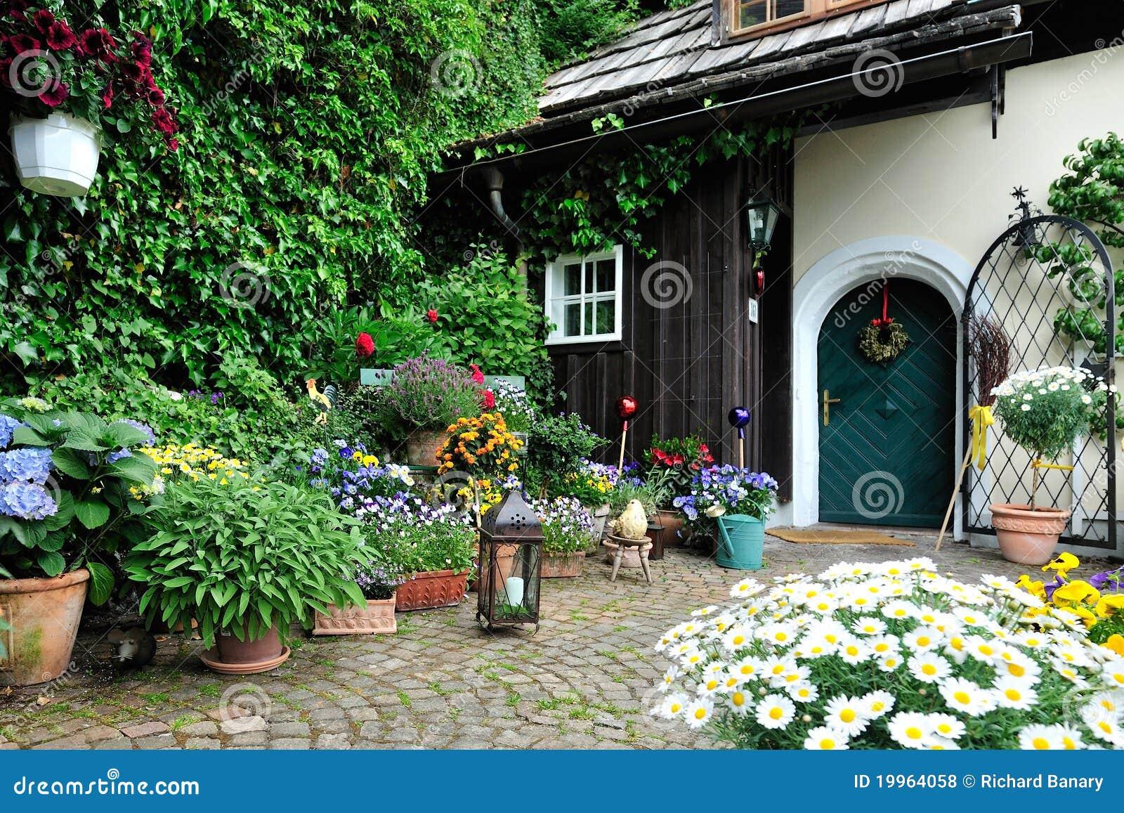 Toneel kleine tuin stock foto afbeelding bestaande uit for Mooie tuinen afbeeldingen