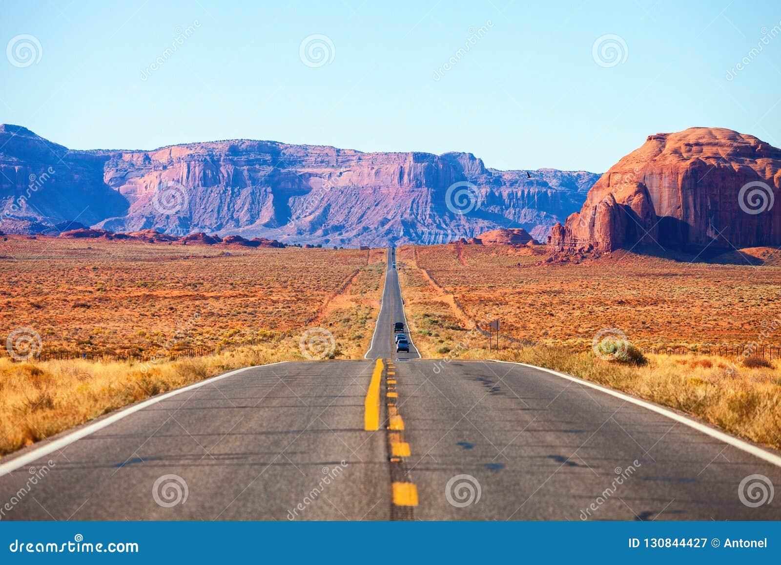 Toneelmening van weg 163 in Monumentenvallei dichtbij de Utah-Arizona grens, Verenigde Staten