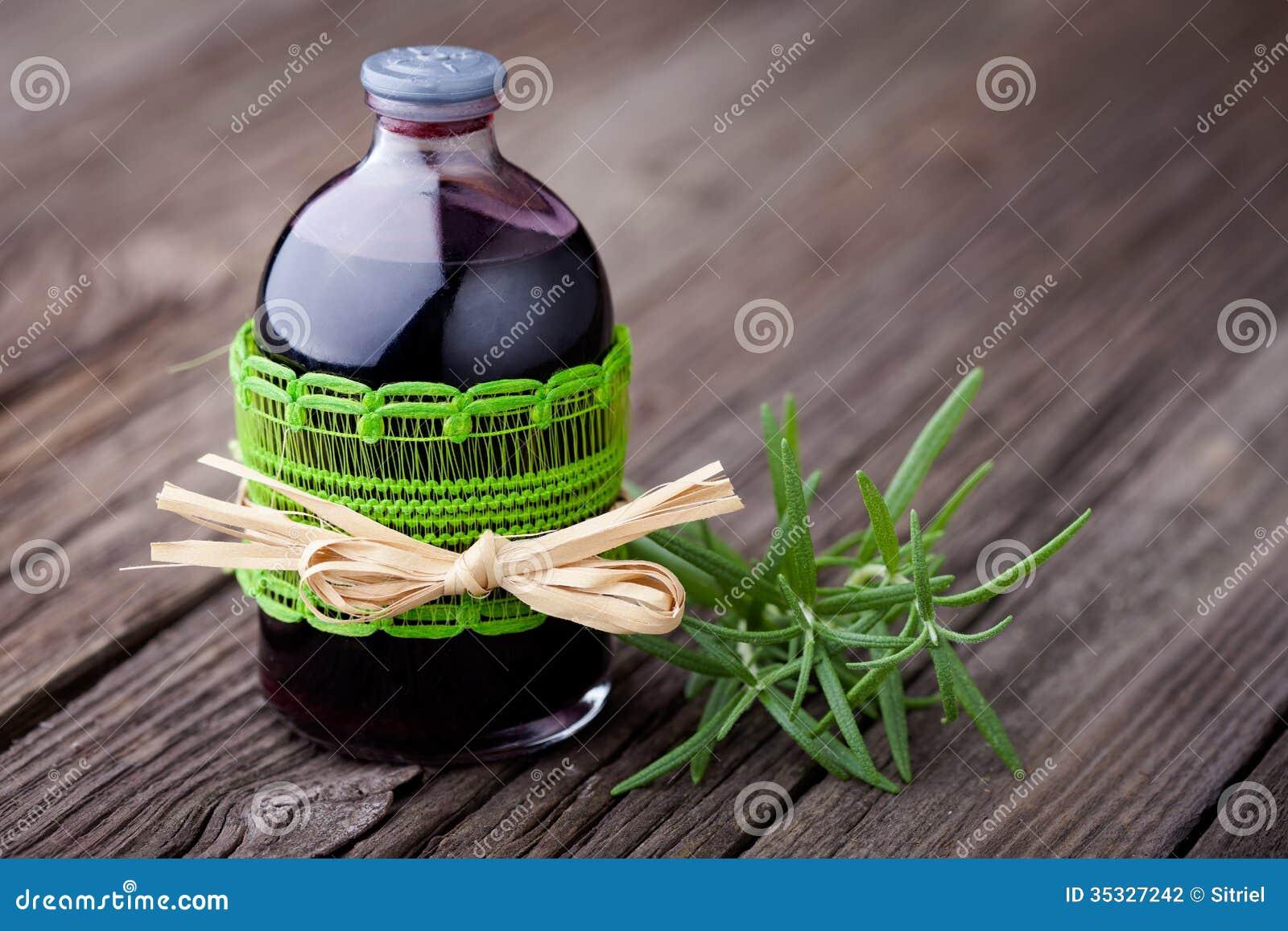 Toner naturel de cheveux de romarin et de vin diy