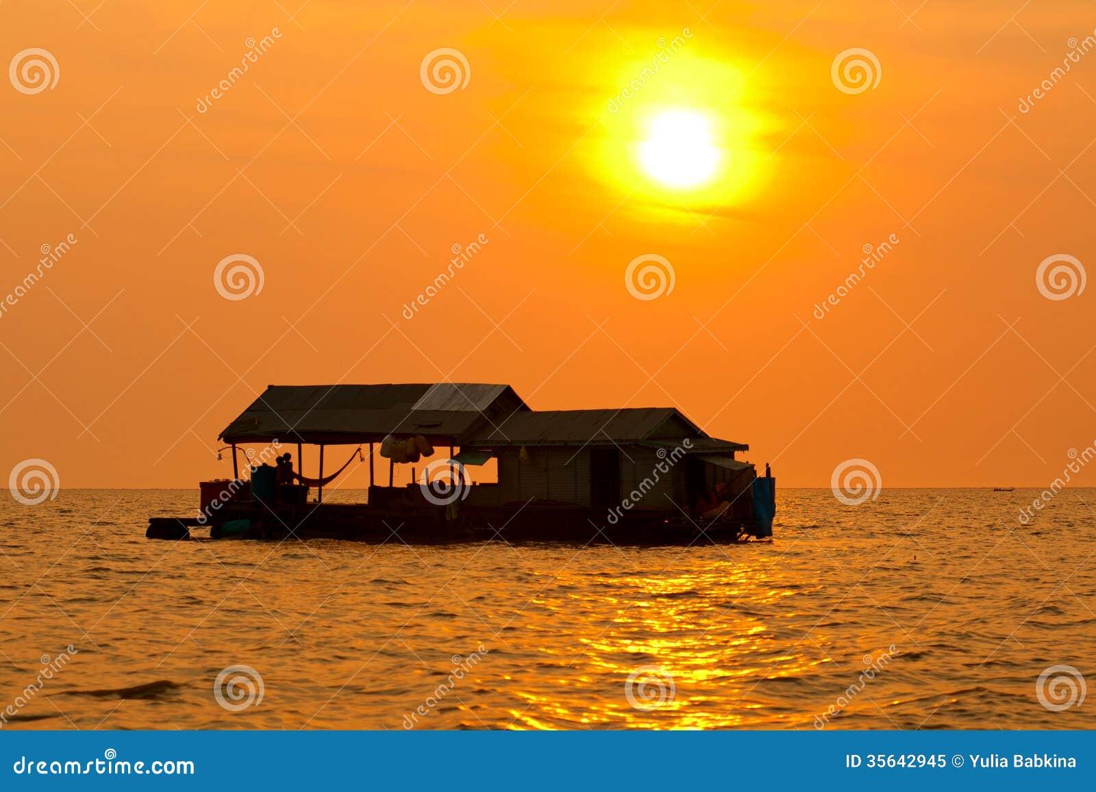 Tonle underminerar sjön, Cambodja