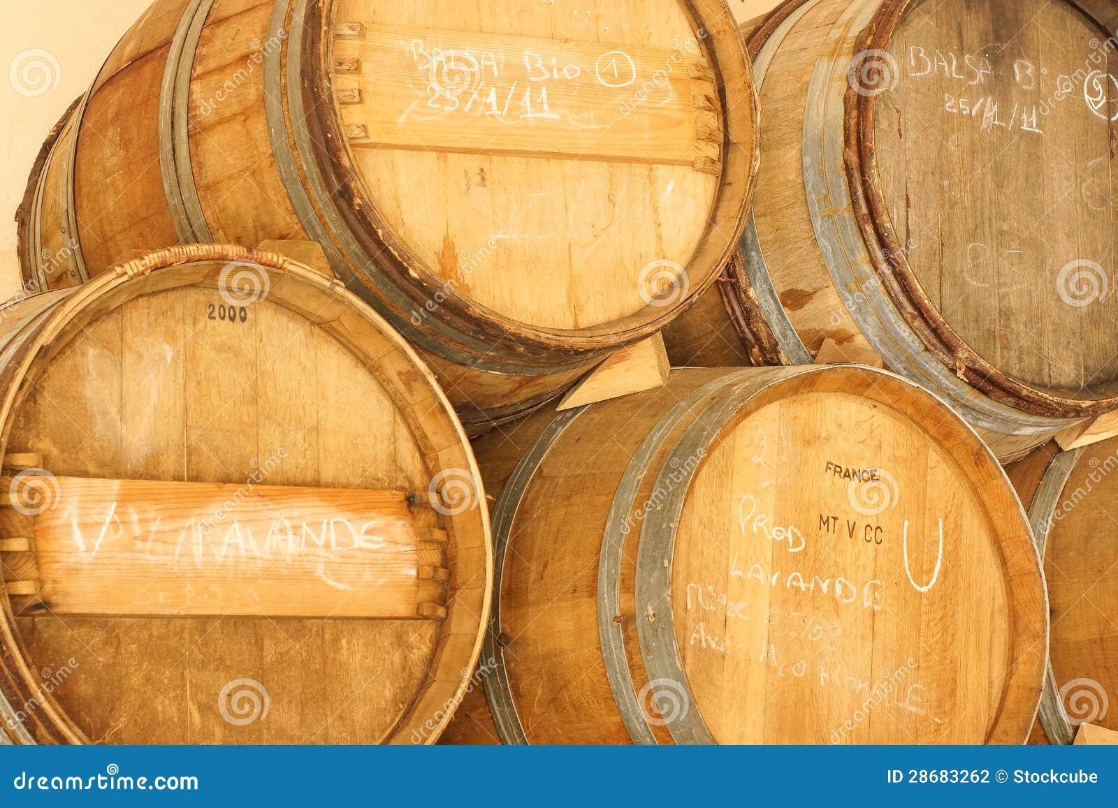 tonneaux de vinaigre balsamique provence france photographie stock image 28683262. Black Bedroom Furniture Sets. Home Design Ideas
