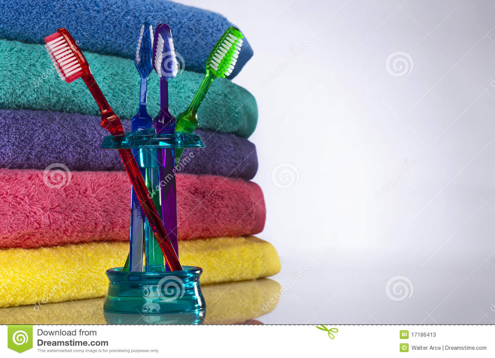Toothbrush e tovaglioli di bagno