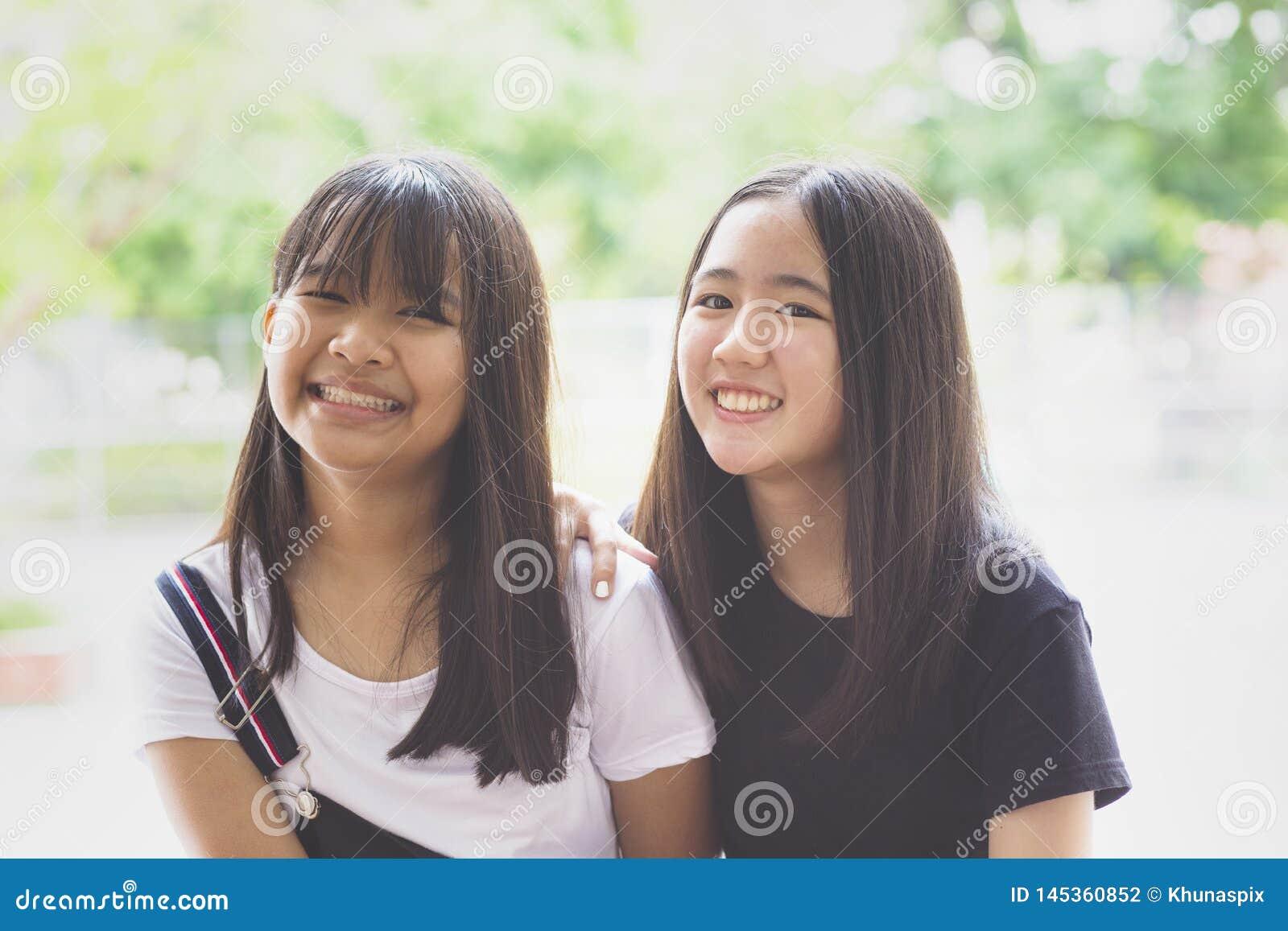 Toothy het glimlachen emotie van het gezichtsgeluk van Aziatische tiener twee