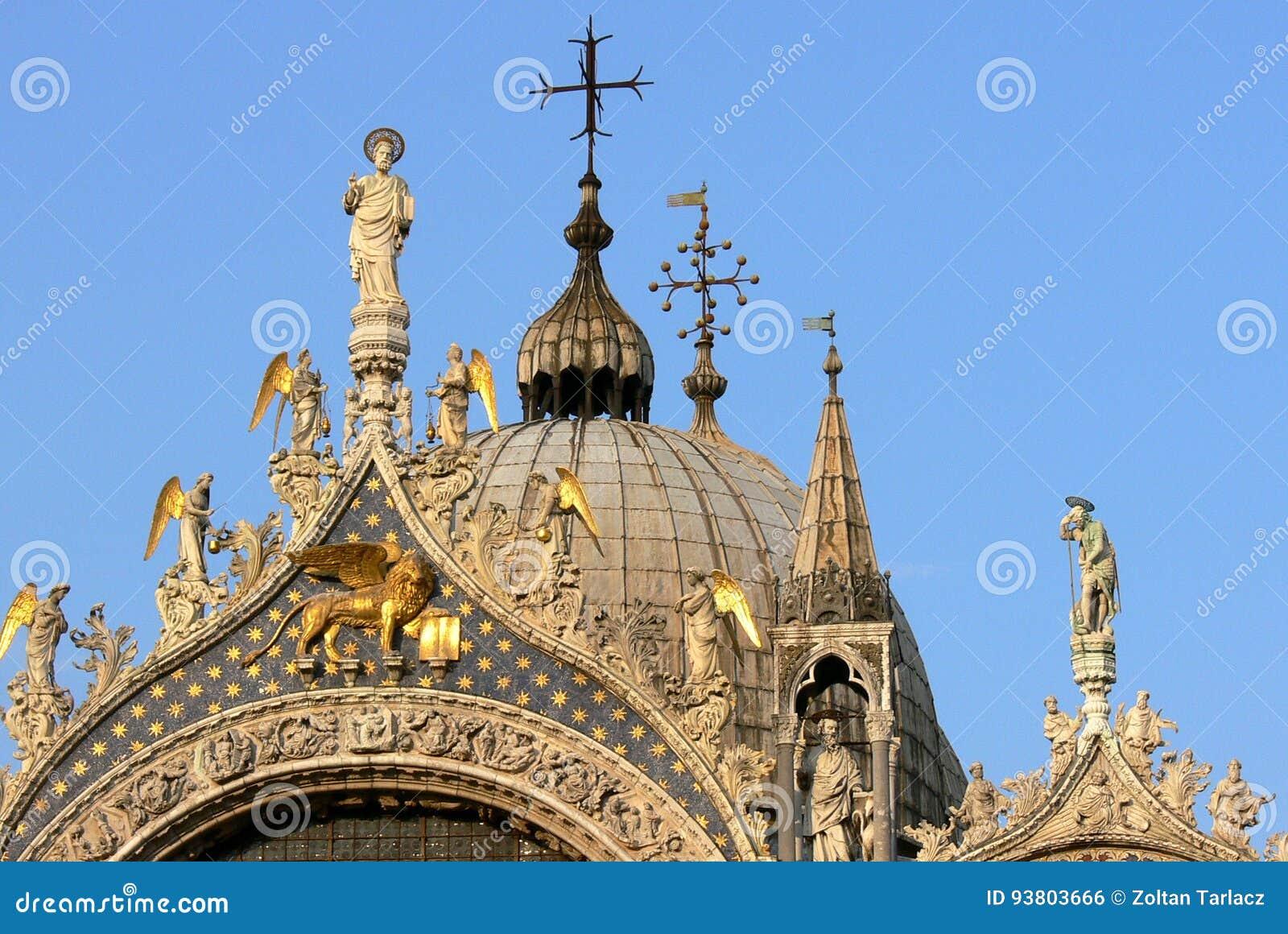 Top de la basílica del ` s de St Mark en Venecia