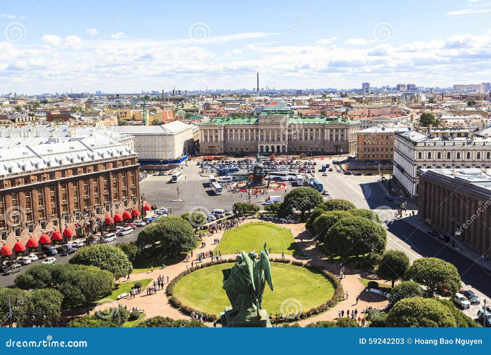 Top de la catedral de Isaac del santo, St Petersburg