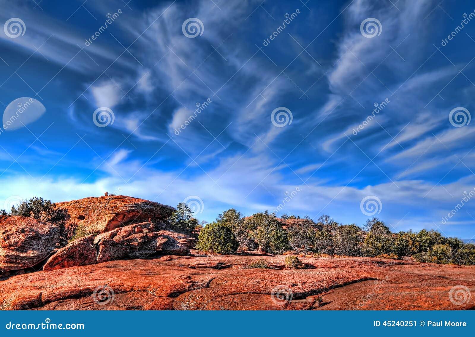 Top de una montaña y de una luna del desierto