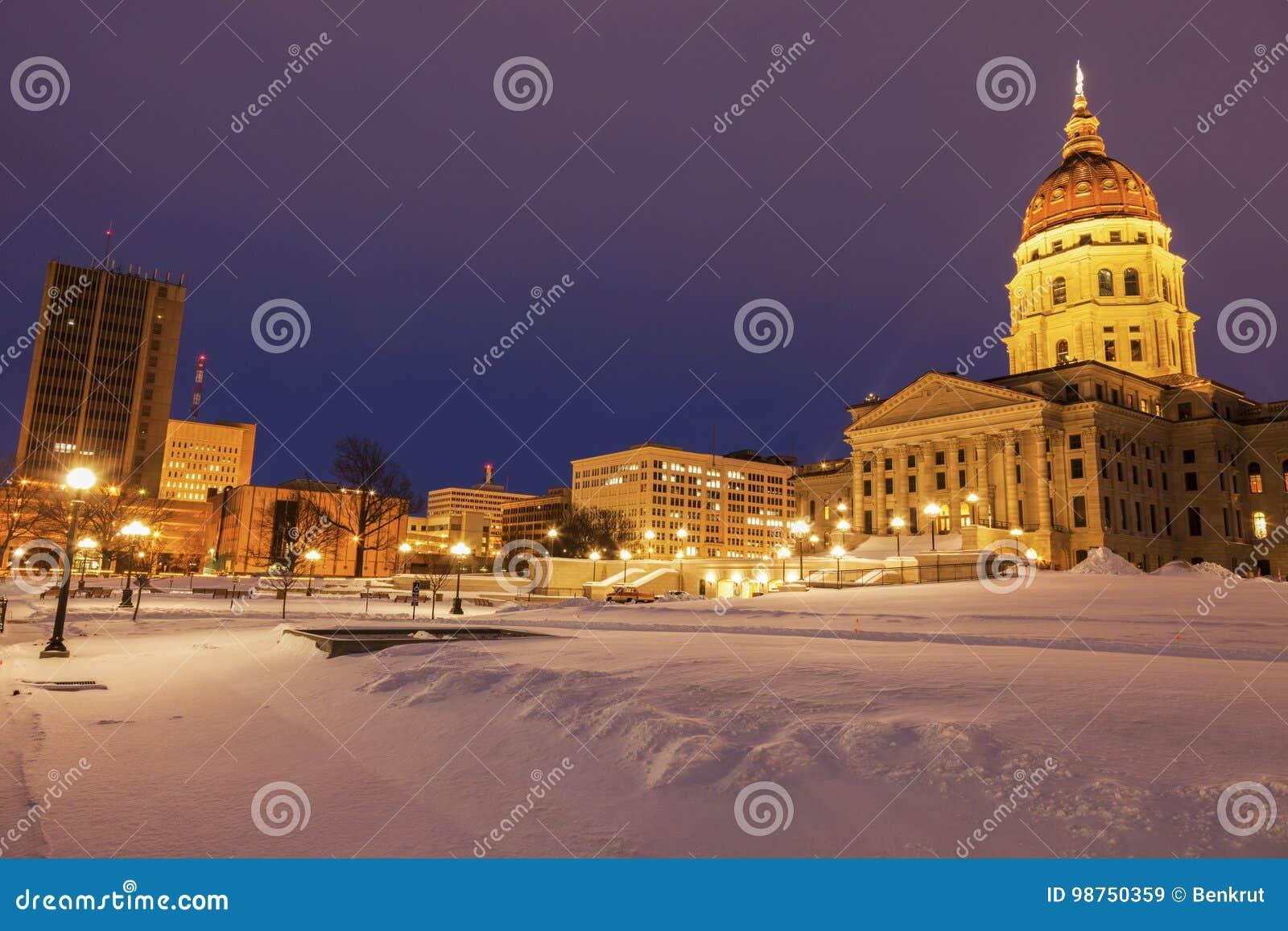 Topeka Kansas - ingång som påstår Kapitoliumbyggnad