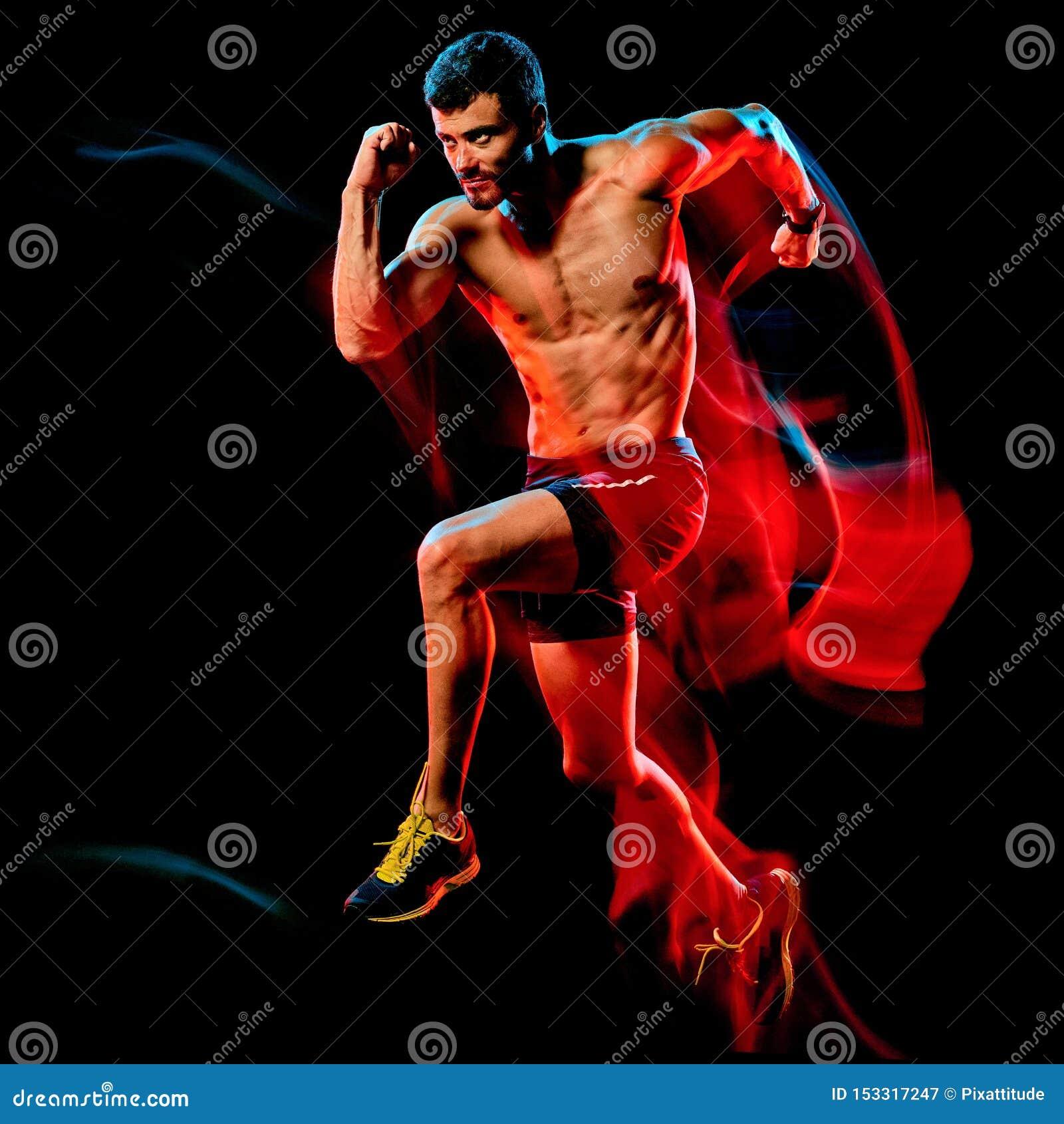 Topless muskulös manlöpare körande jogger som joggar isolerad svart bakgrund