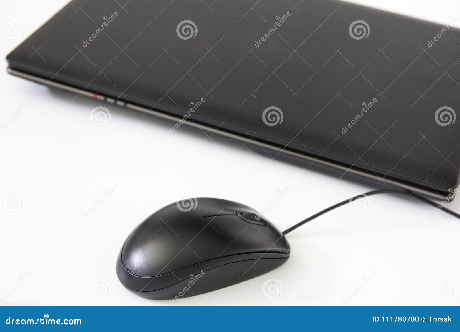 Topo del computer su fondo bianco