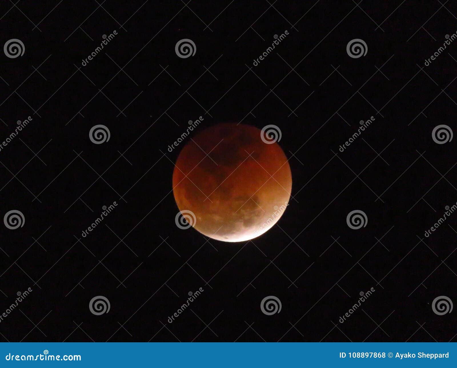 Toppen måne för blått blod och slutsummamånförmörkelse
